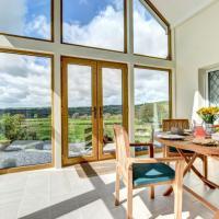 Holiday Home Nythfa, hotel in Llanycrwys