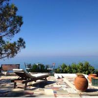 Villa Efelli:Boutique beachfront traditional Greek style house, hotel in Vrachos