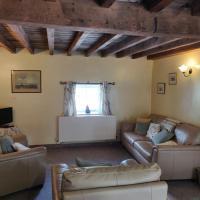 Row Farm Cottage, hotel in Millom