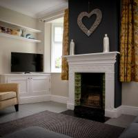 2 bedroom Stamford home with parking, hotel in Stamford
