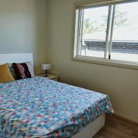 Stylish Private Bathroom-Luxurious modern big home, hotel em Epping