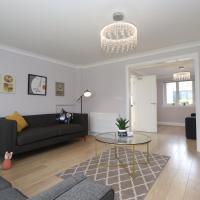 Dunfermline - Luxury 3 bedroom 2 bathroom detached house with garden