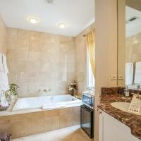 Harvey House Bed & Breakfast, hotel in Oak Park