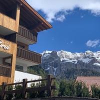 Hotel Garni Broi - Charme & Relax, hotel in Selva di Val Gardena