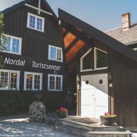 Nordal Turistsenter, hotel in Lom