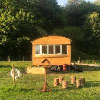 Diablos Luxury Shepherds huts, hotel in Yeovil