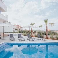 Apartments Pool Villa Aldura