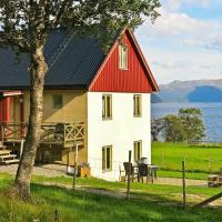 Three-Bedroom Holiday home in Alsvåg