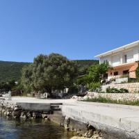Apartments by the sea Kabli, Peljesac - 10225, hotel in Brijesta