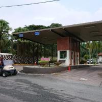 Homestay Bandar Putra Kulai, hotel near Senai International Airport - JHB, Kulai