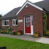Self-contained bungalow annexe with kitchen/diner, bathroom, sitting room, and bedroom. Guests will be given key to their own external door. Ample parking, lovely walking area, 10 minute walk to town centre and railway station.