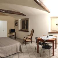 Suite degli Ospiti in Centro Cherasco, hotel in Cherasco