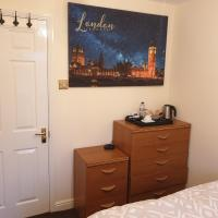 Lovely Room & Private Bathroom in Heart of London, hotel in London