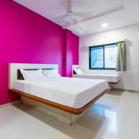 SPOT ON 42793 Hotel Gurukrupa, hotel in Shirdi