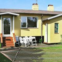 Two-Bedroom Holiday home in Allinge 1, hotel i Allinge