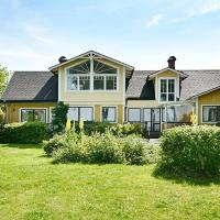 Five-Bedroom Holiday home in Mörbylånga, hotel in Mörbylånga