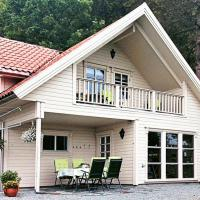 Two-Bedroom Holiday home in Tau Norge