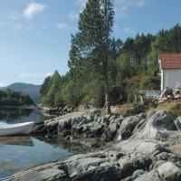 Four-Bedroom Holiday home in Gurskøy 1, hotel in Kjellsund