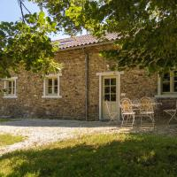Modern Cottage in Chaleix with Swimming Pool, hotel in Chalais