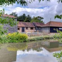 Rustic Holiday Home in Hailsham Kent with Duck Pond