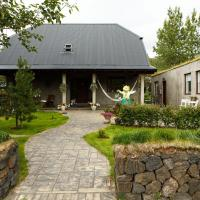 Varmi Guesthouse Apartments, hotel in Hveragerði
