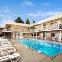 Siesta Suites, hotel in Kelowna