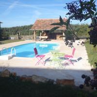 chambre d'hôtes spacieuse avec piscine et grande salle de bain, hotel in Mostuéjouls