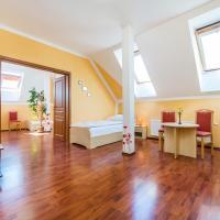 Hotel & Motorest V Údolí Zlatého potoka, hotel in Blšany