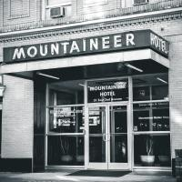 The Mountaineer Hotel, hotel in Williamson