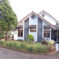 Villa Bougenville 2, Jalan Raya Kota Bunga, hotel in Cipanas, Puncak