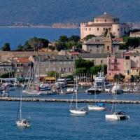 Appartement plein centre Saint Florent face au port