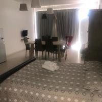 Chrystal Studio Apartment, hotel in Paralimni