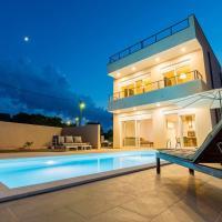 Villa Lele - Mediterranean House with pool and sea view, hotel in Novigrad Dalmatia
