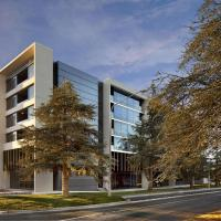 East Hotel and Apartments, hotel in Canberra