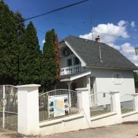 Tassi Halászcsárda-Kárász ház, hotel en Tass