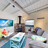 New Listing! Adorable Beach Cottage With Patio Cottage, hotel in Santa Cruz