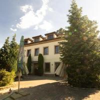Stary dum, hotel in Černošice