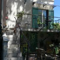 Berne &Michel, hotel near Avignon-Provence Airport - AVN, Montfavet