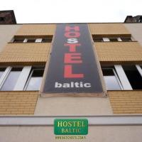"Baltic Hostel </h2 </a <div class=sr-card__item sr-card__item--badges <div class=sr-card__item__review-score style=padding: 8px 0  <div class=bui-review-score c-score bui-review-score--inline bui-review-score--smaller <div class=bui-review-score__badge aria-label=Oceniony na 5,9 5,9 </div <div class=bui-review-score__content <div class=bui-review-score__title OK </div <div class=bui-review-score__text 430 opinii </div </div </div   </div </div <span data-et-view=NAFLeOeJOMOQeOESJMWSFEDacWXT:1 </span <div class=sr-card__item   data-ga-track=click data-ga-category=SR Card Click data-ga-action=Hotel location data-ga-label=book_window: 10 day(s)  <svg aria-hidden=true class=bk-icon -streamline-geo_pin sr_svg__card_icon focusable=false height=12 role=presentation width=12<use xlink:href=#icon-streamline-geo_pin</use</svg <div class= sr-card__item__content   Centrum, Gdańsk </div </div <span data-et-view=OLWQREDRETJUTGCdNJBcSTKe:1 OLWQREDRETJUTGCdNJBcSTKe:3</span </div <div class= sr-card__price m_sr_card__price_with_unit_name sr-card-color-constructive-dark   <div class=m_sr_card__price_unit_name m_sr_card__price_small m_sr_card__price_unit_name-bold  Pokój dwuosobowy typu Deluxe </div <div class=mpc-wrapper bui-price-display mpc-sr-default-assembly-wrapper <div class=mpc-ltr-right-align-helper sr_price_wrap <div class=prco-js-headline-price mpc-inline-block-maker-helper bui-price-display__value mpc-color_dark-green-helper data-et-click= customGoal:OMeRQWNOTOOIeZNBAFVNaRe:2   TL 109 </div </div <div class=mpc-ltr-right-align-helper <div class=prd-taxes-and-fees-under-price mpc-inline-block-maker-helper blockuid- data-cur-stage=1 data-excl-charges-raw=  zawiera podatki i opłaty </div </div </div <p class=urgency_price   <span class=sr_simple_card_price_from sr_simple_card_price_includes--text data-ga-track=click data-ga-category=SR Card Click data-ga-action=Hotel price persuasion data-ga-label=book_window: 10 day(s)  <span class=u-font-weight-bold Na naszej stronie zostały tylko 2 takie </span </span </p <p class=m_sr_card_policies bui-f-color-constructive css-loading-hidden  <span class=sr-card__item--strongBEZPŁATNE</span odwołanie rezerwacji </p </div </div </div </li <!-- PB - Capla Start -- <li id=hotel_4109922 data-is-in-favourites=0 data-hotel-id='4109922' class=sr-card sr-card--arrow bui-card bui-u-bleed@small js-sr-card m_sr_info_icons card-halved card-halved--active   <div data-href=/hotel/pl/rooms-close-to-everywhere.pl.html?label=gen173nr-1FCAQoggJCCmRpc3RyaWN0X1hIHlgEaOQBiAEBmAEeuAEKyAEF2AEB6AEB-AEDiAIBqAIEuAKIifL9BcACAdICJDlhOWM5ZTllLTYzNDMtNGY2Yy05NzQzLTMzOGU2YTUwNjg2MNgCBeACAQ&sid=ad54c4c6566730b49b5e53be6b98f9ce&all_sr_blocks=410992201_200831439_4_0_0&checkin=2020-12-04&checkout=2020-12-05&dest_type=district&group_adults=2&group_children=0&hapos=2&highlighted_blocks=410992201_200831439_4_0_0&hpos=2&nflt=pri%3D&no_rooms=1&sr_order=price&sr_pri_blocks=410992201_200831439_4_0_0__5170&srepoch=1606190217&srpvid=f9201bc4e3e8006e&ucfs=1&matching_block_id=410992201_200831439_4_0_0&ref_is_wl=1&srhp=1 onclick=window.open(this.getAttribute('data-href')); target=_blank class=sr-card__row bui-card__content data-et-click=  <div class=sr-card__image js-sr_simple_card_hotel_image has-debolded-deal js-lazy-image sr-card__image--lazy data-src=https://cf.bstatic.com/xdata/images/hotel/square200/163601848.jpg?k=f02db67900b1bb0381163dda58c3fdcd87e41679d42e59079186ee5cd644c65c&o=&s=1,https://cf.bstatic.com/xdata/images/hotel/max1024x768/163601848.jpg?k=2466c1d9a98e46f86e614253a139757570aa2f2f99cc1914bfc3e88bb68a81c0&o=&s=1  <div class=sr-card__image-inner css-loading-hidden </div <noscript <div class=sr-card__image--nojs style=background-image: url('https://cf.bstatic.com/xdata/images/hotel/square200/163601848.jpg?k=f02db67900b1bb0381163dda58c3fdcd87e41679d42e59079186ee5cd644c65c&o=&s=1')</div </noscript </div <div class=sr-card__details data-et-click=  <div class=sr-card_details__inner <a class=js-sr-hotel-link href=/hotel/pl/rooms-close-to-everywhere.pl.html?label=gen173nr-1FCAQoggJCCmRpc3RyaWN0X1hIHlgEaOQBiAEBmAEeuAEKyAEF2AEB6AEB-AEDiAIBqAIEuAKIifL9BcACAdICJDlhOWM5ZTllLTYzNDMtNGY2Yy05NzQzLTMzOGU2YTUwNjg2MNgCBeACAQ&sid=ad54c4c6566730b49b5e53be6b98f9ce&all_sr_blocks=410992201_200831439_4_0_0&checkin=2020-12-04&checkout=2020-12-05&dest_type=district&group_adults=2&group_children=0&hapos=2&highlighted_blocks=410992201_200831439_4_0_0&hpos=2&nflt=pri%3D&no_rooms=1&sr_order=price&sr_pri_blocks=410992201_200831439_4_0_0__5170&srepoch=1606190217&srpvid=f9201bc4e3e8006e&ucfs=1&matching_block_id=410992201_200831439_4_0_0&ref_is_wl=1&srhp=1 onclick=event.stopPropagation(); target=_blank <h2 class=sr-card__name u-margin:0 u-padding:0 data-ga-track=click data-ga-category=SR Card Click data-ga-action=Hotel name data-ga-label=book_window: 10 day(s)  Rooms Close To Everywhere </h2 </a <div class=sr-card__item sr-card__item--badges <div class=sr-card__item__review-score style=padding: 8px 0  <div class=bui-review-score c-score bui-review-score--inline bui-review-score--smaller <div class=bui-review-score__badge aria-label=Oceniony na 8,0 8,0 </div <div class=bui-review-score__content <div class=bui-review-score__title Bardzo dobry </div <div class=bui-review-score__text 223 opinii </div </div </div   </div </div <span data-et-view=NAFLeOeJOMOQeOESJMWSFEDacWXT:1 </span <div class=sr-card__item   data-ga-track=click data-ga-category=SR Card Click data-ga-action=Hotel location data-ga-label=book_window: 10 day(s)  <svg aria-hidden=true class=bk-icon -streamline-geo_pin sr_svg__card_icon focusable=false height=12 role=presentation width=12<use xlink:href=#icon-streamline-geo_pin</use</svg <div class= sr-card__item__content   Centrum, Gdańsk </div </div <span data-et-view=OLWQREDRETJUTGCdNJBcSTKe:1 OLWQREDRETJUTGCdNJBcSTKe:3</span </div <div class= sr-card__price sr-card__price--urgency m_sr_card__price_with_unit_name sr-card-color-constructive-dark   <div class=m_sr_card__price_unit_name m_sr_card__price_small m_sr_card__price_unit_name-bold  Pokój Dwuosobowy ze wspólną łazienką </div <div class=mpc-wrapper bui-price-display mpc-sr-default-assembly-wrapper <div class=mpc-ltr-right-align-helper sr_price_wrap <div class=bui-price-display__original mpc-color_dark-green-helper mpc-inline-block-maker-helper  aria-hidden=true onclick=event.preventDefault(); data-component=tooltip data-tooltip-text=Otrzymujesz zniżkę, ponieważ obiekt oferuje obniżone ceny na niektóre pokoje, które odpowiadają Twojemu wyszukiwaniu. data-et-click= customGoal:OMeRQWNOTOOIeZNBAFVNaRe:1   TL 111 </div <div class=prco-js-headline-price mpc-inline-block-maker-helper bui-price-display__value mpc-color_dark-green-helper data-et-click= customGoal:OMeRQWNOTOOIeZNBAFVNaRe:2   TL 105 </div </div <div class=mpc-ltr-right-align-helper <div class=prd-taxes-and-fees-under-price mpc-inline-block-maker-helper blockuid- data-cur-stage=1 data-excl-charges-raw=  zawiera podatki i opłaty </div </div </div <p class=urgency_price   <span class=sr_simple_card_price_from sr_simple_card_price_includes--text data-ga-track=click data-ga-category=SR Card Click data-ga-action=Hotel price persuasion data-ga-label=book_window: 10 day(s)  <span class=u-font-weight-bold Na naszej stronie został tylko 1 taki </span </span </p </div </div </div </li <!-- PB - Capla Start -- <li class=sr-flexibility-banner-in-list <div class=bui-banner bui-u-margin-bottom--8 bui-u-bleed@small data-bui-component=Banner data-component=dismissible-item/block data-item-id=coronavirus_sr_flexibility_message  <div class=bui-banner__content <p class=bui-banner__text style=padding-right: 24px; Zachowaj możliwość zmiany planów dzięki bezpłatnemu odwołaniu.  <a class=bui-link bui-link--primary bui-f-font-body style=font-weight: 400; white-space: nowrap; href=https://m.booking.com/covid-19.html?aid=304142&label=gen173nr-1FCAQoggJCCmRpc3RyaWN0X1hIHlgEaOQBiAEBmAEeuAEKyAEF2AEB6AEB-AEDiAIBqAIEuAKIifL9BcACAdICJDlhOWM5ZTllLTYzNDMtNGY2Yy05NzQzLTMzOGU2YTUwNjg2MNgCBeACAQ#covid19_faq_conditions target=_blank  Dowiedz się więcej</a. </p <p class=bui-banner__text <a class=bui-link bui-link--primary style=font-weight: 400; href=/searchresults.pl.html?label=gen173nr-1FCAQoggJCCmRpc3RyaWN0X1hIHlgEaOQBiAEBmAEeuAEKyAEF2AEB6AEB-AEDiAIBqAIEuAKIifL9BcACAdICJDlhOWM5ZTllLTYzNDMtNGY2Yy05NzQzLTMzOGU2YTUwNjg2MNgCBeACAQ;sid=ad54c4c6566730b49b5e53be6b98f9ce;tmpl=searchresults;age=0;checkin_year_month_monthday=2020-12-04;checkout_year_month_monthday=2020-12-05;class_interval=1;dest_type=district;inac=0;index_postcard=0;label_click=undef;landmark=30558;order=popularity;order=price_for_two;postcard=0;raw_dest_type=district;room1=A%2CA;sb_price_type=total;shw_aparth=1;slp_r_match=0;srpvid=f9201bc4e3e8006e;ss_all=0;ssb=empty;sshis=0;top_ufis=1&;nflt=fc%3D2%3B;rsf= data-sr-ajax  Pokaż tylko obiekty z bezpłatnym odwołaniem </a </p </div <button class=bui-banner__close js-close data-bui-ref=banner-close aria-label=Zamknij baner title=Zamknij baner type=button  <svg class=bk-icon -streamline-close height=24 width=24<use xlink:href=#icon-streamline-close</use</svg </button </div </li <div data-et-view=bNXGDLWKXWUMKaGSSFOVT:1</div <li id=hotel_580666 data-is-in-favourites=0 data-hotel-id='580666' class=sr-card sr-card--arrow bui-card bui-u-bleed@small js-sr-card m_sr_info_icons card-halved card-halved--active   <div data-href=/hotel/pl/och-hostel.pl.html?label=gen173nr-1FCAQoggJCCmRpc3RyaWN0X1hIHlgEaOQBiAEBmAEeuAEKyAEF2AEB6AEB-AEDiAIBqAIEuAKIifL9BcACAdICJDlhOWM5ZTllLTYzNDMtNGY2Yy05NzQzLTMzOGU2YTUwNjg2MNgCBeACAQ&sid=ad54c4c6566730b49b5e53be6b98f9ce&all_sr_blocks=58066609_198513394_2_0_0&checkin=2020-12-04&checkout=2020-12-05&dest_type=district&group_adults=2&group_children=0&hapos=3&highlighted_blocks=58066609_198513394_2_0_0&hpos=3&nflt=pri%3D&no_rooms=1&sr_order=price&sr_pri_blocks=58066609_198513394_2_0_0__5940&srepoch=1606190217&srpvid=f9201bc4e3e8006e&ucfs=1&matching_block_id=58066609_198513394_2_0_0&has_campaign_deals_blackfriday2020_customer_label=1&srhp=1&ref_is_wl=1 onclick=window.open(this.getAttribute('data-href')); target=_blank class=sr-card__row bui-card__content data-et-click=  <div class=sr-card__image js-sr_simple_card_hotel_image has-debolded-deal js-lazy-image sr-card__image--lazy data-src=https://cf.bstatic.com/xdata/images/hotel/square200/19391374.jpg?k=b6dbbbcacc394b9414d033c4004b2db6327ac9ff7d07ba261c6330e4faa74bf2&o=&s=1,https://cf.bstatic.com/xdata/images/hotel/max1024x768/19391374.jpg?k=4d18f140807ed904ef44e95fb5540d7354eb7107595089549513ce4d4b8f7cac&o=&s=1  <div class=sr-card__image-inner css-loading-hidden </div <noscript <div class=sr-card__image--nojs style=background-image: url('https://cf.bstatic.com/xdata/images/hotel/square200/19391374.jpg?k=b6dbbbcacc394b9414d033c4004b2db6327ac9ff7d07ba261c6330e4faa74bf2&o=&s=1')</div </noscript </div <div class=sr-card__details data-et-click=  <div class=sr-card_details__inner <a class=js-sr-hotel-link href=/hotel/pl/och-hostel.pl.html?label=gen173nr-1FCAQoggJCCmRpc3RyaWN0X1hIHlgEaOQBiAEBmAEeuAEKyAEF2AEB6AEB-AEDiAIBqAIEuAKIifL9BcACAdICJDlhOWM5ZTllLTYzNDMtNGY2Yy05NzQzLTMzOGU2YTUwNjg2MNgCBeACAQ&sid=ad54c4c6566730b49b5e53be6b98f9ce&all_sr_blocks=58066609_198513394_2_0_0&checkin=2020-12-04&checkout=2020-12-05&dest_type=district&group_adults=2&group_children=0&hapos=3&highlighted_blocks=58066609_198513394_2_0_0&hpos=3&nflt=pri%3D&no_rooms=1&sr_order=price&sr_pri_blocks=58066609_198513394_2_0_0__5940&srepoch=1606190217&srpvid=f9201bc4e3e8006e&ucfs=1&matching_block_id=58066609_198513394_2_0_0&has_campaign_deals_blackfriday2020_customer_label=1&srhp=1&ref_is_wl=1 onclick=event.stopPropagation(); target=_blank <h2 class=sr-card__name u-margin:0 u-padding:0 data-ga-track=click data-ga-category=SR Card Click data-ga-action=Hotel name data-ga-label=book_window: 10 day(s)  Och!hostel </h2 </a <div class=sr-card__item sr-card__item--badges <div class=sr-card__item__review-score style=padding: 8px 0  <div class=bui-review-score c-score bui-review-score--inline bui-review-score--smaller <div class=bui-review-score__badge aria-label=Oceniony na 8,4 8,4 </div <div class=bui-review-score__content <div class=bui-review-score__title Bardzo dobry </div <div class=bui-review-score__text 364 opinii </div </div </div   </div </div <span data-et-view=NAFLeOeJOMOQeOESJMWSFEDacWXT:1 </span <div class=sr-card__item   data-ga-track=click data-ga-category=SR Card Click data-ga-action=Hotel location data-ga-label=book_window: 10 day(s)  <svg aria-hidden=true class=bk-icon -streamline-geo_pin sr_svg__card_icon focusable=false height=12 role=presentation width=12<use xlink:href=#icon-streamline-geo_pin</use</svg <div class= sr-card__item__content   , Gdynia •  od Centrum </div </div <span data-et-view=OLWQREDRETJUTGCdNJBcSTKe:1 OLWQREDRETJUTGCdNJBcSTKe:3</span <span data-et-view=ZVYSFXcLfOFfOBJOTXNAJbaOQQBC:1</span </div <div data-component=deals-container data-deals=[{""b_value_user_currency_rounded"":""TL\u00a081"",""b_raw_value_user_currency_rounded"":81.0,""b_type"":""Sales Campaigns"",""b_raw_value_user_currency"":80.6959549311863,""b_value_user_currency"":""TL\u00a080,70"",""b_copy_alt"":""Otrzymujesz ni\u017csz\u0105 cen\u0119, poniewa\u017c ten obiekt oferuje zni\u017ck\u0119."",""b_copy"":""Oferta Black Friday""}] data-deals-other=[{""b_icon"":null,""b_type"":""Black Friday 2020"",""b_variant"":""neutral"",""b_copy"":""Oferta Black Friday"",""b_copy_alt"":""Oszcz\u0119dzasz, poniewa\u017c ten obiekt oferuje zni\u017ck\u0119 na rezerwacje dokonane w okresie 19.11\u20131.12.2020 r. oraz zrealizowane do 31.12.2021 r.""}] data-layout=horizontal data-max-elements=3 data-no-tooltips=1 data-use-drawer= data-prevent-propagation=0 class=c-deals-container  data-et-click= customGoal:OMeRQWNOTVUUADFQTXWDTSfCSRBDHT:1  data-et-mouseenter=   <div class=c-deals-container__inner-box    <div class=c-deals-container__badge-box c-deals-container__badge-box_inline <span tabindex=0  <span class=bui-badge bui-badge--neutral data-bui-component=Badge <span class=bui-badge__textOferta Black Friday</span </span </span </div </div </div <div class= sr-card__price m_sr_card__price_with_unit_name sr-card-color-constructive-dark   <div class=m_sr_card__price_unit_name m_sr_card__price_small m_sr_card__price_unit_name-bold  Pokój trzyosobowy </div <div class=mpc-wrapper bui-price-display mpc-sr-default-assembly-wrapper <div class=mpc-ltr-right-align-helper sr_price_wrap <div class=bui-price-display__original mpc-color_dark-green-helper mpc-inline-block-maker-helper  aria-hidden=true onclick=event.preventDefault(); data-component=tooltip data-tooltip-text=Otrzymujesz zniżkę, ponieważ obiekt oferuje obniżone ceny na niektóre pokoje, które odpowiadają Twojemu wyszukiwaniu. data-et-click= customGoal:OMeRQWNOTOOIeZNBAFVNaRe:1   TL 201 </div <div class=prco-js-headline-price mpc-inline-block-maker-helper bui-price-display__value mpc-color_dark-green-helper data-et-click= customGoal:OMeRQWNOTOOIeZNBAFVNaRe:2   TL 120 </div </div <div class=mpc-ltr-right-align-helper <div class=prd-taxes-and-fees-under-price mpc-inline-block-maker-helper blockuid- data-cur-stage=1 data-excl-charges-raw=  zawiera podatki i opłaty </div </div </div <p class=urgency_price   <span class=sr_simple_card_price_from sr_simple_card_price_includes--text data-ga-track=click data-ga-category=SR Card Click data-ga-action=Hotel price persuasion data-ga-label=book_window: 10 day(s)  <span class=u-font-weight-bold Na naszej stronie zostały tylko 2 takie </span </span </p <p class=m_sr_card_policies bui-f-color-constructive css-loading-hidden  <span class=sr-card__item--strongBEZPŁATNE</span odwołanie rezerwacji </p </div </div </div </li <!-- PB - Capla Start -- <div id=cQHYYfPYTfNKMO data-et-view=cQHYYfPYTfNKMO:1 </div <li id=hotel_6096981 data-is-in-favourites=0 data-hotel-id='6096981' class=sr-card sr-card--arrow bui-card bui-u-bleed@small js-sr-card m_sr_info_icons card-halved card-halved--active   <div data-href=/hotel/pl/lux-white-sparkling-rooms.pl.html?label=gen173nr-1FCAQoggJCCmRpc3RyaWN0X1hIHlgEaOQBiAEBmAEeuAEKyAEF2AEB6AEB-AEDiAIBqAIEuAKIifL9BcACAdICJDlhOWM5ZTllLTYzNDMtNGY2Yy05NzQzLTMzOGU2YTUwNjg2MNgCBeACAQ&sid=ad54c4c6566730b49b5e53be6b98f9ce&all_sr_blocks=609698101_238740170_2_0_0&checkin=2020-12-04&checkout=2020-12-05&dest_type=district&group_adults=2&group_children=0&hapos=4&highlighted_blocks=609698101_238740170_2_0_0&hpos=4&nflt=pri%3D&no_rooms=1&sr_order=price&sr_pri_blocks=609698101_238740170_2_0_0__5640&srepoch=1606190217&srpvid=f9201bc4e3e8006e&ucfs=1&matching_block_id=609698101_238740170_2_0_0&srhp=1&ref_is_wl=1 onclick=window.open(this.getAttribute('data-href')); target=_blank class=sr-card__row bui-card__content data-et-click=  <div class=sr-card__image js-sr_simple_card_hotel_image has-debolded-deal js-lazy-image sr-card__image--lazy data-src=https://cf.bstatic.com/xdata/images/hotel/square200/242815275.jpg?k=553f3bc1b44980db1b97101428d90ae72ded1b6a54f9287cb46286a61e39e7f4&o=&s=1,https://cf.bstatic.com/xdata/images/hotel/max1024x768/242815275.jpg?k=ac63086864aa41db56bf82a60d38d47287890fa2d3961b966ffd9eeafaf28d30&o=&s=1  <div class=sr-card__image-inner css-loading-hidden </div <noscript <div class=sr-card__image--nojs style=background-image: url('https://cf.bstatic.com/xdata/images/hotel/square200/242815275.jpg?k=553f3bc1b44980db1b97101428d90ae72ded1b6a54f9287cb46286a61e39e7f4&o=&s=1')</div </noscript </div <div class=sr-card__details data-et-click=  <div class=sr-card_details__inner <a class=js-sr-hotel-link href=/hotel/pl/lux-white-sparkling-rooms.pl.html?label=gen173nr-1FCAQoggJCCmRpc3RyaWN0X1hIHlgEaOQBiAEBmAEeuAEKyAEF2AEB6AEB-AEDiAIBqAIEuAKIifL9BcACAdICJDlhOWM5ZTllLTYzNDMtNGY2Yy05NzQzLTMzOGU2YTUwNjg2MNgCBeACAQ&sid=ad54c4c6566730b49b5e53be6b98f9ce&all_sr_blocks=609698101_238740170_2_0_0&checkin=2020-12-04&checkout=2020-12-05&dest_type=district&group_adults=2&group_children=0&hapos=4&highlighted_blocks=609698101_238740170_2_0_0&hpos=4&nflt=pri%3D&no_rooms=1&sr_order=price&sr_pri_blocks=609698101_238740170_2_0_0__5640&srepoch=1606190217&srpvid=f9201bc4e3e8006e&ucfs=1&matching_block_id=609698101_238740170_2_0_0&srhp=1&ref_is_wl=1 onclick=event.stopPropagation(); target=_blank <h2 class=sr-card__name u-margin:0 u-padding:0 data-ga-track=click data-ga-category=SR Card Click data-ga-action=Hotel name data-ga-label=book_window: 10 day(s)  Lux White Sparkling Rooms </h2 </a <div class=sr-card__item sr-card__item--badges <div class=sr-card__item__review-score style=padding: 8px 0  <div class=bui-review-score c-score bui-review-score--inline bui-review-score--smaller <div class=bui-review-score__badge aria-label=Oceniony na 7,6 7,6 </div <div class=bui-review-score__content <div class=bui-review-score__title Dobry </div <div class=bui-review-score__text 74 opinii </div </div </div   </div </div <span data-et-view=NAFLeOeJOMOQeOESJMWSFEDacWXT:1 </span <div class=sr-card__item   data-ga-track=click data-ga-category=SR Card Click data-ga-action=Hotel location data-ga-label=book_window: 10 day(s)  <svg aria-hidden=true class=bk-icon -streamline-geo_pin sr_svg__card_icon focusable=false height=12 role=presentation width=12<use xlink:href=#icon-streamline-geo_pin</use</svg <div class= sr-card__item__content   Centrum, Gdańsk </div </div <span data-et-view=OLWQREDRETJUTGCdNJBcSTKe:1 OLWQREDRETJUTGCdNJBcSTKe:3</span </div <div class= sr-card__price sr-card__price--urgency m_sr_card__price_with_unit_name sr-card-color-constructive-dark   <div class=m_sr_card__price_unit_name m_sr_card__price_small m_sr_card__price_unit_name-bold  Pokój Dwuosobowy typu Standard ze wspólną łazienką </div <div class=mpc-wrapper bui-price-display mpc-sr-default-assembly-wrapper <div class=mpc-ltr-right-align-helper sr_price_wrap <div class=bui-price-display__original mpc-color_dark-green-helper mpc-inline-block-maker-helper  aria-hidden=true onclick=event.preventDefault(); data-component=tooltip data-tooltip-text=Otrzymujesz zniżkę, ponieważ obiekt oferuje obniżone ceny na niektóre pokoje, które odpowiadają Twojemu wyszukiwaniu. data-et-click= customGoal:OMeRQWNOTOOIeZNBAFVNaRe:1   TL 121 </div <div class=prco-js-headline-price mpc-inline-block-maker-helper bui-price-display__value mpc-color_dark-green-helper data-et-click= customGoal:OMeRQWNOTOOIeZNBAFVNaRe:2   TL 114 </div </div <div class=mpc-ltr-right-align-helper <div class=prd-taxes-and-fees-under-price mpc-inline-block-maker-helper blockuid- data-cur-stage=1 data-excl-charges-raw=  zawiera podatki i opłaty </div </div </div <p class=urgency_price   <span class=sr_simple_card_price_from sr_simple_card_price_includes--text data-ga-track=click data-ga-category=SR Card Click data-ga-action=Hotel price persuasion data-ga-label=book_window: 10 day(s)  <span class=u-font-weight-bold Na naszej stronie został tylko 1 taki </span </span </p </div </div </div </li <!-- PB - Capla Start -- <li id=hotel_322779 data-is-in-favourites=0 data-hotel-id='322779' class=sr-card sr-card--arrow bui-card bui-u-bleed@small js-sr-card m_sr_info_icons card-halved card-halved--active   <div data-href=/hotel/pl/la-guitarra-hostel-gdansk.pl.html?label=gen173nr-1FCAQoggJCCmRpc3RyaWN0X1hIHlgEaOQBiAEBmAEeuAEKyAEF2AEB6AEB-AEDiAIBqAIEuAKIifL9BcACAdICJDlhOWM5ZTllLTYzNDMtNGY2Yy05NzQzLTMzOGU2YTUwNjg2MNgCBeACAQ&sid=ad54c4c6566730b49b5e53be6b98f9ce&all_sr_blocks=32277901_233991691_0_0_0&checkin=2020-12-04&checkout=2020-12-05&dest_type=district&group_adults=2&group_children=0&hapos=5&highlighted_blocks=32277901_233991691_0_0_0&hpos=5&nflt=pri%3D&no_rooms=1&sr_order=price&sr_pri_blocks=32277901_233991691_0_0_0__6030&srepoch=1606190217&srpvid=f9201bc4e3e8006e&ucfs=1&matching_block_id=32277901_233991691_0_0_0&srhp=1&ref_is_wl=1 onclick=window.open(this.getAttribute('data-href')); target=_blank class=sr-card__row bui-card__content data-et-click=  <div class=sr-card__image js-sr_simple_card_hotel_image has-debolded-deal js-lazy-image sr-card__image--lazy data-src=https://cf.bstatic.com/xdata/images/hotel/square200/253820821.jpg?k=7e1e62657d6c476e9e718e33d781163b07b86a4fc6a89661196de81df840f288&o=&s=1,https://cf.bstatic.com/xdata/images/hotel/max1024x768/253820821.jpg?k=8d0a738920ea50c0e2c87659fcf17a19696f2b4a0f4b8e59a5fda9817b5e44cc&o=&s=1  <div class=sr-card__image-inner css-loading-hidden </div <noscript <div class=sr-card__image--nojs style=background-image: url('https://cf.bstatic.com/xdata/images/hotel/square200/253820821.jpg?k=7e1e62657d6c476e9e718e33d781163b07b86a4fc6a89661196de81df840f288&o=&s=1')</div </noscript </div <div class=sr-card__details data-et-click=  <div class=sr-card_details__inner <a class=js-sr-hotel-link href=/hotel/pl/la-guitarra-hostel-gdansk.pl.html?label=gen173nr-1FCAQoggJCCmRpc3RyaWN0X1hIHlgEaOQBiAEBmAEeuAEKyAEF2AEB6AEB-AEDiAIBqAIEuAKIifL9BcACAdICJDlhOWM5ZTllLTYzNDMtNGY2Yy05NzQzLTMzOGU2YTUwNjg2MNgCBeACAQ&sid=ad54c4c6566730b49b5e53be6b98f9ce&all_sr_blocks=32277901_233991691_0_0_0&checkin=2020-12-04&checkout=2020-12-05&dest_type=district&group_adults=2&group_children=0&hapos=5&highlighted_blocks=32277901_233991691_0_0_0&hpos=5&nflt=pri%3D&no_rooms=1&sr_order=price&sr_pri_blocks=32277901_233991691_0_0_0__6030&srepoch=1606190217&srpvid=f9201bc4e3e8006e&ucfs=1&matching_block_id=32277901_233991691_0_0_0&srhp=1&ref_is_wl=1 onclick=event.stopPropagation(); target=_blank <h2 class=sr-card__name u-margin:0 u-padding:0 data-ga-track=click data-ga-category=SR Card Click data-ga-action=Hotel name data-ga-label=book_window: 10 day(s)  La Guitarra Hostel Gdańsk </h2 </a <div class=sr-card__item sr-card__item--badges <div class=m-badge m-badge__preferred m-badge__preferred--moved m-badge__preferred--small <span data-et-view=TPOaXGZCHQGPGJIMADXRT:1</span <svg aria-hidden=true class=bk-icon -iconset-thumbs_up_square  pp-icon-valign--inherit fill=#FEBB02 height=20 rel=300 width=20<use xlink:href=#icon-iconset-thumbs_up_square</use</svg </div <div class=sr-card__item__review-score style=padding: 8px 0  <div class=bui-review-score c-score bui-review-score--inline bui-review-score--smaller <div class=bui-review-score__badge aria-label=Oceniony na 8,0 8,0 </div <div class=bui-review-score__content <div class=bui-review-score__title Bardzo dobry </div <div class=bui-review-score__text 1 737 opinii </div </div </div   </div </div <span data-et-view=NAFLeOeJOMOQeOESJMWSFEDacWXT:1 </span <div class=sr-card__item   data-ga-track=click data-ga-category=SR Card Click data-ga-action=Hotel location data-ga-label=book_window: 10 day(s)  <svg aria-hidden=true class=bk-icon -streamline-geo_pin sr_svg__card_icon focusable=false height=12 role=presentation width=12<use xlink:href=#icon-streamline-geo_pin</use</svg <div class= sr-card__item__content   Centrum, Gdańsk </div </div <span data-et-view=OLWQREDRETJUTGCdNJBcSTKe:1 OLWQREDRETJUTGCdNJBcSTKe:3</span </div <div data-component=deals-container data-deals=[{""b_copy"":""Zni\u017cka"",""b_copy_alt"":""Otrzymujesz ni\u017csz\u0105 cen\u0119, poniewa\u017c ten obiekt oferuje zni\u017ck\u0119."",""b_type"":""Portfolio Deals"",""b_value_user_currency_rounded"":""TL\u00a00"",""b_raw_value_user_currency_rounded"":0.0,""b_raw_value_user_currency"":0,""b_value_user_currency"":""TL\u00a00""},{""b_type"":""Targeted Rates"",""b_raw_value_user_currency_rounded"":14.0,""b_value_user_currency_rounded"":""TL\u00a014"",""b_value_user_currency"":""TL\u00a013,56"",""b_raw_value_user_currency"":13.5640466141231,""b_copy"":""Cena tylko dla urz\u0105dze\u0144 mobilnych"",""b_copy_alt"":""Otrzymujesz ni\u017csz\u0105 cen\u0119, poniewa\u017c korzystasz z mobilnej wersji strony.""}] data-deals-other=[{""b_type"":""mobile-discount"",""b_icon"":null,""b_variant"":""callout"",""b_copy"":""Cena tylko dla urz\u0105dze\u0144 mobilnych"",""b_copy_alt"":""Ten obiekt oferuje obni\u017cone ceny na niekt\u00f3re pokoje. Ceny te s\u0105 widoczne wy\u0142\u0105cznie, gdy korzystasz z mobilnej wersji strony lub aplikacji.""}] data-layout=horizontal data-max-elements=3 data-no-tooltips=1 data-use-drawer= data-prevent-propagation=0 class=c-deals-container  data-et-click= customGoal:OMeRQWNOTVUUADFQTXWDTSfCSRBDHT:1  data-et-mouseenter=   <div class=c-deals-container__inner-box    <div class=c-deals-container__badge-box c-deals-container__badge-box_inline <span tabindex=0  <span class=bui-badge bui-badge--callout data-bui-component=Badge <span class=bui-badge__textCena tylko dla urządzeń mobilnych</span </span </span </div </div </div <div class= sr-card__price sr-card__price--urgency m_sr_card__price_with_unit_name sr-card-color-constructive-dark   <div class=m_sr_card__price_unit_name m_sr_card__price_small m_sr_card__price_unit_name-bold  Pokój Dwuosobowy z 1 lub 2 łóżkami i wspólną łazienką </div <div class=mpc-wrapper bui-price-display mpc-sr-default-assembly-wrapper <div class=mpc-ltr-right-align-helper sr_price_wrap <div class=bui-price-display__original mpc-color_dark-green-helper mpc-inline-block-maker-helper  aria-hidden=true onclick=event.preventDefault(); data-component=tooltip data-tooltip-text=Otrzymujesz zniżkę, ponieważ obiekt oferuje obniżone ceny na niektóre pokoje, które odpowiadają Twojemu wyszukiwaniu. data-et-click= customGoal:OMeRQWNOTOOIeZNBAFVNaRe:1   TL 136 </div <div class=prco-js-headline-price mpc-inline-block-maker-helper bui-price-display__value mpc-color_dark-green-helper data-et-click= customGoal:OMeRQWNOTOOIeZNBAFVNaRe:2   TL 122 </div </div <div class=mpc-ltr-right-align-helper <div class=prd-taxes-and-fees-under-price mpc-inline-block-maker-helper blockuid- data-cur-stage=2 data-excl-charges-raw=9.15067025310993  + podatki i opłaty w wysokości TL 9 </div </div </div <p class=urgency_price   <span class=sr_simple_card_price_from sr_simple_card_price_includes--text data-ga-track=click data-ga-category=SR Card Click data-ga-action=Hotel price persuasion data-ga-label=book_window: 10 day(s)  <span class=u-font-weight-bold Na naszej stronie został tylko 1 taki </span </span </p </div </div </div </li <!-- PB - Capla Start -- <li id=hotel_395137 data-is-in-favourites=0 data-hotel-id='395137' class=sr-card sr-card--arrow bui-card bui-u-bleed@small js-sr-card m_sr_info_icons card-halved card-halved--active   <div data-href=/hotel/pl/cityhostel.pl.html?label=gen173nr-1FCAQoggJCCmRpc3RyaWN0X1hIHlgEaOQBiAEBmAEeuAEKyAEF2AEB6AEB-AEDiAIBqAIEuAKIifL9BcACAdICJDlhOWM5ZTllLTYzNDMtNGY2Yy05NzQzLTMzOGU2YTUwNjg2MNgCBeACAQ&sid=ad54c4c6566730b49b5e53be6b98f9ce&all_sr_blocks=39513705_89086214_0_0_0%2C39513705_89086214_0_0_0&checkin=2020-12-04&checkout=2020-12-05&dest_type=district&group_adults=2&group_children=0&hapos=6&highlighted_blocks=39513705_89086214_0_0_0%2C39513705_89086214_0_0_0&hpos=6&nflt=pri%3D&no_rooms=1&sr_order=price&sr_pri_blocks=39513705_89086214_0_0_0__3045%2C39513705_89086214_0_0_0__3045&srepoch=1606190217&srpvid=f9201bc4e3e8006e&ucfs=1&matching_block_id=39513705_89086214_0_0_0&srhp=1&ref_is_wl=1 onclick=window.open(this.getAttribute('data-href')); target=_blank class=sr-card__row bui-card__content data-et-click=  <div class=sr-card__image js-sr_simple_card_hotel_image has-debolded-deal js-lazy-image sr-card__image--lazy data-src=https://cf.bstatic.com/xdata/images/hotel/square200/210267791.jpg?k=782019d68a1a013dbb502abed14c4dc23abc12e031b45ef477e03f3f51bc6a88&o=&s=1,https://cf.bstatic.com/xdata/images/hotel/max1024x768/210267791.jpg?k=eb4aafbb69f03ea57e2ffbbed52f04779d034c74ab1ce671869eafcd8ea75139&o=&s=1  <div class=sr-card__image-inner css-loading-hidden </div <noscript <div class=sr-card__image--nojs style=background-image: url('https://cf.bstatic.com/xdata/images/hotel/square200/210267791.jpg?k=782019d68a1a013dbb502abed14c4dc23abc12e031b45ef477e03f3f51bc6a88&o=&s=1')</div </noscript </div <div class=sr-card__details data-et-click=  <div class=sr-card_details__inner <a class=js-sr-hotel-link href=/hotel/pl/cityhostel.pl.html?label=gen173nr-1FCAQoggJCCmRpc3RyaWN0X1hIHlgEaOQBiAEBmAEeuAEKyAEF2AEB6AEB-AEDiAIBqAIEuAKIifL9BcACAdICJDlhOWM5ZTllLTYzNDMtNGY2Yy05NzQzLTMzOGU2YTUwNjg2MNgCBeACAQ&sid=ad54c4c6566730b49b5e53be6b98f9ce&all_sr_blocks=39513705_89086214_0_0_0%2C39513705_89086214_0_0_0&checkin=2020-12-04&checkout=2020-12-05&dest_type=district&group_adults=2&group_children=0&hapos=6&highlighted_blocks=39513705_89086214_0_0_0%2C39513705_89086214_0_0_0&hpos=6&nflt=pri%3D&no_rooms=1&sr_order=price&sr_pri_blocks=39513705_89086214_0_0_0__3045%2C39513705_89086214_0_0_0__3045&srepoch=1606190217&srpvid=f9201bc4e3e8006e&ucfs=1&matching_block_id=39513705_89086214_0_0_0&srhp=1&ref_is_wl=1 onclick=event.stopPropagation(); target=_blank <h2 class=sr-card__name u-margin:0 u-padding:0 data-ga-track=click data-ga-category=SR Card Click data-ga-action=Hotel name data-ga-label=book_window: 10 day(s)  3 City Hostel </h2 </a <div class=sr-card__item sr-card__item--badges <div class=m-badge m-badge__preferred m-badge__preferred--moved m-badge__preferred--small <span data-et-view=TPOaXGZCHQGPGJIMADXRT:1</span <svg aria-hidden=true class=bk-icon -iconset-thumbs_up_square  pp-icon-valign--inherit fill=#FEBB02 height=20 rel=300 width=20<use xlink:href=#icon-iconset-thumbs_up_square</use</svg </div <div class=sr-card__item__review-score style=padding: 8px 0  <div class=bui-review-score c-score bui-review-score--inline bui-review-score--smaller <div class=bui-review-score__badge aria-label=Oceniony na 7,5 7,5 </div <div class=bui-review-score__content <div class=bui-review-score__title Dobry </div <div class=bui-review-score__text 903 opinii </div </div </div   </div </div <span data-et-view=NAFLeOeJOMOQeOESJMWSFEDacWXT:1 </span <div class=sr-card__item   data-ga-track=click data-ga-category=SR Card Click data-ga-action=Hotel location data-ga-label=book_window: 10 day(s)  <svg aria-hidden=true class=bk-icon -streamline-geo_pin sr_svg__card_icon focusable=false height=12 role=presentation width=12<use xlink:href=#icon-streamline-geo_pin</use</svg <div class= sr-card__item__content   Centrum, Gdańsk </div </div <span data-et-view=OLWQREDRETJUTGCdNJBcSTKe:1 OLWQREDRETJUTGCdNJBcSTKe:3</span <span data-et-view=ZVYSFXcLfOFfOBJOTXNAJbaOQQBC:1</span </div <div data-component=deals-container data-deals=[{""b_copy"":""Booking.com p\u0142aci"",""b_copy_alt"":""Otrzymujesz ni\u017csz\u0105 cen\u0119, poniewa\u017c Booking.com pokrywa cz\u0119\u015b\u0107 koszt\u00f3w pobytu."",""b_type"":""BSB"",""b_value_user_currency_rounded"":""TL\u00a08"",""b_raw_value_user_currency_rounded"":8.0,""b_value_user_currency"":""TL\u00a07,86"",""b_raw_value_user_currency"":7.85500012877579},{""b_type"":""Portfolio Deals"",""b_raw_value_user_currency_rounded"":0.0,""b_value_user_currency_rounded"":""TL\u00a00"",""b_value_user_currency"":""TL\u00a00"",""b_raw_value_user_currency"":0,""b_copy"":""Zni\u017cka"",""b_copy_alt"":""Otrzymujesz ni\u017csz\u0105 cen\u0119, poniewa\u017c ten obiekt oferuje zni\u017ck\u0119.""},{""b_raw_value_user_currency"":14.5762888987592,""b_value_user_currency"":""TL\u00a014,58"",""b_raw_value_user_currency_rounded"":15.0,""b_value_user_currency_rounded"":""TL\u00a015"",""b_type"":""Targeted Rates"",""b_copy_alt"":""Otrzymujesz ni\u017csz\u0105 cen\u0119, poniewa\u017c korzystasz z mobilnej wersji strony."",""b_copy"":""Cena tylko dla urz\u0105dze\u0144 mobilnych""}] data-deals-other=[{""b_variant"":""callout"",""b_type"":""mobile-discount"",""b_icon"":null,""b_copy_alt"":""Ten obiekt oferuje obni\u017cone ceny na niekt\u00f3re pokoje. Ceny te s\u0105 widoczne wy\u0142\u0105cznie, gdy korzystasz z mobilnej wersji strony lub aplikacji."",""b_copy"":""Cena tylko dla urz\u0105dze\u0144 mobilnych""}] data-layout=horizontal data-max-elements=3 data-no-tooltips=1 data-use-drawer= data-prevent-propagation=0 class=c-deals-container  data-et-click= customGoal:OMeRQWNOTVUUADFQTXWDTSfCSRBDHT:1  data-et-mouseenter=   <div class=c-deals-container__inner-box    <div class=c-deals-container__badge-box c-deals-container__badge-box_inline <span tabindex=0  <span class=bui-badge bui-badge--callout data-bui-component=Badge <span class=bui-badge__textCena tylko dla urządzeń mobilnych</span </span </span </div </div </div <div class= sr-card__price m_sr_card__price_with_unit_name sr-card-color-constructive-dark   <div class=m_sr_card__price_unit_name m_sr_card__price_small m_sr_card__price_unit_name-bold  2 x Łóżko w pokoju wieloosobowym dla 8 osób </div <div class=mpc-wrapper bui-price-display mpc-sr-default-assembly-wrapper <div class=mpc-ltr-right-align-helper sr_price_wrap <div class=bui-price-display__original mpc-color_dark-green-helper mpc-inline-block-maker-helper  aria-hidden=true onclick=event.preventDefault(); data-component=tooltip data-tooltip-text=Otrzymujesz zniżkę, ponieważ obiekt oferuje obniżone ceny na niektóre pokoje, które odpowiadają Twojemu wyszukiwaniu. data-et-click= customGoal:OMeRQWNOTOOIeZNBAFVNaRe:1   TL 146 </div <div class=prco-js-headline-price mpc-inline-block-maker-helper bui-price-display__value mpc-color_dark-green-helper data-et-click= customGoal:OMeRQWNOTOOIeZNBAFVNaRe:2   TL 123 </div </div <div class=mpc-ltr-right-align-helper <div class=prd-taxes-and-fees-under-price mpc-inline-block-maker-helper blockuid- data-cur-stage=2 data-excl-charges-raw=9.35311871003715  + podatki i opłaty w wysokości TL 9 </div </div </div </div </div </div </li <!-- PB - Capla Start -- <li id=hotel_1372330 data-is-in-favourites=0 data-hotel-id='1372330' class=sr-card sr-card--arrow bui-card bui-u-bleed@small js-sr-card m_sr_info_icons card-halved card-halved--active   <div data-href=/hotel/pl/bi-pi-hostel.pl.html?label=gen173nr-1FCAQoggJCCmRpc3RyaWN0X1hIHlgEaOQBiAEBmAEeuAEKyAEF2AEB6AEB-AEDiAIBqAIEuAKIifL9BcACAdICJDlhOWM5ZTllLTYzNDMtNGY2Yy05NzQzLTMzOGU2YTUwNjg2MNgCBeACAQ&sid=ad54c4c6566730b49b5e53be6b98f9ce&all_sr_blocks=137233006_86523590_2_0_0&checkin=2020-12-04&checkout=2020-12-05&dest_type=district&group_adults=2&group_children=0&hapos=7&highlighted_blocks=137233006_86523590_2_0_0&hpos=7&nflt=pri%3D&no_rooms=1&sr_order=price&sr_pri_blocks=137233006_86523590_2_0_0__6560&srepoch=1606190217&srpvid=f9201bc4e3e8006e&ucfs=1&matching_block_id=137233006_86523590_2_0_0&ref_is_wl=1&srhp=1 onclick=window.open(this.getAttribute('data-href')); target=_blank class=sr-card__row bui-card__content data-component=hotel-card/closed-facilities-tooltip-handler data-et-click=  <div class=sr-card__image js-sr_simple_card_hotel_image has-debolded-deal js-lazy-image sr-card__image--lazy data-src=https://cf.bstatic.com/xdata/images/hotel/square200/116291853.jpg?k=b1c5b4189ed5b8426cb92283d128db046283e35168636d875a5b191f223056d2&o=&s=1,https://cf.bstatic.com/xdata/images/hotel/max1024x768/116291853.jpg?k=18294a7c08dfb9185747b31ad6c9d81c958ab9cc8b3316ec5537b8c40b40f4f6&o=&s=1  <div class=sr-card__image-inner css-loading-hidden </div <noscript <div class=sr-card__image--nojs style=background-image: url('https://cf.bstatic.com/xdata/images/hotel/square200/116291853.jpg?k=b1c5b4189ed5b8426cb92283d128db046283e35168636d875a5b191f223056d2&o=&s=1')</div </noscript </div <div class=sr-card__details data-et-click=  <div class=sr-card_details__inner <a class=js-sr-hotel-link href=/hotel/pl/bi-pi-hostel.pl.html?label=gen173nr-1FCAQoggJCCmRpc3RyaWN0X1hIHlgEaOQBiAEBmAEeuAEKyAEF2AEB6AEB-AEDiAIBqAIEuAKIifL9BcACAdICJDlhOWM5ZTllLTYzNDMtNGY2Yy05NzQzLTMzOGU2YTUwNjg2MNgCBeACAQ&sid=ad54c4c6566730b49b5e53be6b98f9ce&all_sr_blocks=137233006_86523590_2_0_0&checkin=2020-12-04&checkout=2020-12-05&dest_type=district&group_adults=2&group_children=0&hapos=7&highlighted_blocks=137233006_86523590_2_0_0&hpos=7&nflt=pri%3D&no_rooms=1&sr_order=price&sr_pri_blocks=137233006_86523590_2_0_0__6560&srepoch=1606190217&srpvid=f9201bc4e3e8006e&ucfs=1&matching_block_id=137233006_86523590_2_0_0&ref_is_wl=1&srhp=1 onclick=event.stopPropagation(); target=_blank <h2 class=sr-card__name u-margin:0 u-padding:0 data-ga-track=click data-ga-category=SR Card Click data-ga-action=Hotel name data-ga-label=book_window: 10 day(s)  Bi-Pi Hostel </h2 </a <div class=sr-card__item sr-card__item--badges <div class=m-badge m-badge__preferred m-badge__preferred--moved m-badge__preferred--small <span data-et-view=TPOaXGZCHQGPGJIMADXRT:1</span <svg aria-hidden=true class=bk-icon -iconset-thumbs_up_square  pp-icon-valign--inherit fill=#FEBB02 height=20 rel=300 width=20<use xlink:href=#icon-iconset-thumbs_up_square</use</svg </div <div class=sr-card__item__review-score style=padding: 8px 0  <div class=bui-review-score c-score bui-review-score--inline bui-review-score--smaller <div class=bui-review-score__badge aria-label=Oceniony na 8,0 8,0 </div <div class=bui-review-score__content <div class=bui-review-score__title Bardzo dobry </div <div class=bui-review-score__text 1 780 opinii </div </div </div   </div </div <span data-et-view=NAFLeOeJOMOQeOESJMWSFEDacWXT:1 </span <div class=sr-card__item   data-ga-track=click data-ga-category=SR Card Click data-ga-action=Hotel location data-ga-label=book_window: 10 day(s)  <svg aria-hidden=true class=bk-icon -streamline-geo_pin sr_svg__card_icon focusable=false height=12 role=presentation width=12<use xlink:href=#icon-streamline-geo_pin</use</svg <div class= sr-card__item__content   Centrum, Gdańsk </div </div <span data-et-view=OLWQREDRETJUTGCdNJBcSTKe:1 OLWQREDRETJUTGCdNJBcSTKe:3</span </div <div data-component=deals-container data-deals=[{""b_copy_alt"":""Otrzymujesz ni\u017csz\u0105 cen\u0119, poniewa\u017c ten obiekt oferuje zni\u017ck\u0119."",""b_copy"":""Zni\u017cka"",""b_raw_value_user_currency"":16.114897171406,""b_value_user_currency"":""TL\u00a016,11"",""b_value_user_currency_rounded"":""TL\u00a016"",""b_raw_value_user_currency_rounded"":16.0,""b_type"":""Portfolio Deals""},{""b_raw_value_user_currency"":14.7584925099937,""b_value_user_currency"":""TL\u00a014,76"",""b_raw_value_user_currency_rounded"":15.0,""b_value_user_currency_rounded"":""TL\u00a015"",""b_type"":""Targeted Rates"",""b_copy_alt"":""Otrzymujesz ni\u017csz\u0105 cen\u0119, poniewa\u017c korzystasz z mobilnej wersji strony."",""b_copy"":""Cena tylko dla urz\u0105dze\u0144 mobilnych""}] data-deals-other=[{""b_variant"":""callout"",""b_type"":""mobile-discount"",""b_icon"":null,""b_copy_alt"":""Ten obiekt oferuje obni\u017cone ceny na niekt\u00f3re pokoje. Ceny te s\u0105 widoczne wy\u0142\u0105cznie, gdy korzystasz z mobilnej wersji strony lub aplikacji."",""b_copy"":""Cena tylko dla urz\u0105dze\u0144 mobilnych""}] data-layout=horizontal data-max-elements=3 data-no-tooltips=1 data-use-drawer= data-prevent-propagation=0 class=c-deals-container  data-et-click= customGoal:OMeRQWNOTVUUADFQTXWDTSfCSRBDHT:1  data-et-mouseenter=   <div class=c-deals-container__inner-box    <div class=c-deals-container__badge-box c-deals-container__badge-box_inline <span tabindex=0  <span class=bui-badge bui-badge--callout data-bui-component=Badge <span class=bui-badge__textCena tylko dla urządzeń mobilnych</span </span </span </div </div </div <div class= sr-card__price m_sr_card__price_with_unit_name sr-card-color-constructive-dark   <div class=m_sr_card__price_unit_name m_sr_card__price_small m_sr_card__price_unit_name-bold  Pokój Rodzinny ze wspólną łazienką (6 osób dorosłych) </div <div class=mpc-wrapper bui-price-display mpc-sr-default-assembly-wrapper <div class=mpc-ltr-right-align-helper sr_price_wrap <div class=bui-price-display__original mpc-color_dark-green-helper mpc-inline-block-maker-helper  aria-hidden=true onclick=event.preventDefault(); data-component=tooltip data-tooltip-text=Otrzymujesz zniżkę, ponieważ obiekt oferuje obniżone ceny na niektóre pokoje, które odpowiadają Twojemu wyszukiwaniu. data-et-click= customGoal:OMeRQWNOTOOIeZNBAFVNaRe:1   TL 164 </div <div class=prco-js-headline-price mpc-inline-block-maker-helper bui-price-display__value mpc-color_dark-green-helper data-et-click= customGoal:OMeRQWNOTOOIeZNBAFVNaRe:2   TL 133 </div </div <div class=mpc-ltr-right-align-helper <div class=prd-taxes-and-fees-under-price mpc-inline-block-maker-helper blockuid- data-cur-stage=2 data-excl-charges-raw=9.35311871003715  + podatki i opłaty w wysokości TL 9 </div </div </div </div </div </div </li <!-- PB - Capla Start -- <li id=hotel_3340697 data-is-in-favourites=0 data-hotel-id='3340697' class=sr-card sr-card--arrow bui-card bui-u-bleed@small js-sr-card m_sr_info_icons card-halved card-halved--active   <div data-href=/hotel/pl/white-room-gdansk.pl.html?label=gen173nr-1FCAQoggJCCmRpc3RyaWN0X1hIHlgEaOQBiAEBmAEeuAEKyAEF2AEB6AEB-AEDiAIBqAIEuAKIifL9BcACAdICJDlhOWM5ZTllLTYzNDMtNGY2Yy05NzQzLTMzOGU2YTUwNjg2MNgCBeACAQ&sid=ad54c4c6566730b49b5e53be6b98f9ce&all_sr_blocks=334069711_200831464_2_0_0&checkin=2020-12-04&checkout=2020-12-05&dest_type=district&group_adults=2&group_children=0&hapos=8&highlighted_blocks=334069711_200831464_2_0_0&hpos=8&nflt=pri%3D&no_rooms=1&sr_order=price&sr_pri_blocks=334069711_200831464_2_0_0__6486&srepoch=1606190217&srpvid=f9201bc4e3e8006e&ucfs=1&matching_block_id=334069711_200831464_2_0_0&ref_is_wl=1&srhp=1 onclick=window.open(this.getAttribute('data-href')); target=_blank class=sr-card__row bui-card__content data-et-click=  <div class=sr-card__image js-sr_simple_card_hotel_image has-debolded-deal js-lazy-image sr-card__image--lazy data-src=https://cf.bstatic.com/xdata/images/hotel/square200/191645376.jpg?k=9134fb9b8ae8393e1fa8761c1e8c9bfd1273848e7b8e4a1255c62d01c6c6b8f0&o=&s=1,https://cf.bstatic.com/xdata/images/hotel/max1024x768/191645376.jpg?k=3a83cd2297feff51cc57ab2dcebe4dbdd68fe6bff9d5a8fa6ec32b8a2d8bd4bf&o=&s=1  <div class=sr-card__image-inner css-loading-hidden </div <noscript <div class=sr-card__image--nojs style=background-image: url('https://cf.bstatic.com/xdata/images/hotel/square200/191645376.jpg?k=9134fb9b8ae8393e1fa8761c1e8c9bfd1273848e7b8e4a1255c62d01c6c6b8f0&o=&s=1')</div </noscript </div <div class=sr-card__details data-et-click=  <div class=sr-card_details__inner <a class=js-sr-hotel-link href=/hotel/pl/white-room-gdansk.pl.html?label=gen173nr-1FCAQoggJCCmRpc3RyaWN0X1hIHlgEaOQBiAEBmAEeuAEKyAEF2AEB6AEB-AEDiAIBqAIEuAKIifL9BcACAdICJDlhOWM5ZTllLTYzNDMtNGY2Yy05NzQzLTMzOGU2YTUwNjg2MNgCBeACAQ&sid=ad54c4c6566730b49b5e53be6b98f9ce&all_sr_blocks=334069711_200831464_2_0_0&checkin=2020-12-04&checkout=2020-12-05&dest_type=district&group_adults=2&group_children=0&hapos=8&highlighted_blocks=334069711_200831464_2_0_0&hpos=8&nflt=pri%3D&no_rooms=1&sr_order=price&sr_pri_blocks=334069711_200831464_2_0_0__6486&srepoch=1606190217&srpvid=f9201bc4e3e8006e&ucfs=1&matching_block_id=334069711_200831464_2_0_0&ref_is_wl=1&srhp=1 onclick=event.stopPropagation(); target=_blank <h2 class=sr-card__name u-margin:0 u-padding:0 data-ga-track=click data-ga-category=SR Card Click data-ga-action=Hotel name data-ga-label=book_window: 10 day(s)  White Room Gdańsk </h2 </a <div class=sr-card__item sr-card__item--badges <div class=sr-card__item__review-score style=padding: 8px 0  <div class=bui-review-score c-score bui-review-score--inline bui-review-score--smaller <div class=bui-review-score__badge aria-label=Oceniony na 8,1 8,1 </div <div class=bui-review-score__content <div class=bui-review-score__title Bardzo dobry </div <div class=bui-review-score__text 449 opinii </div </div </div   </div </div <span data-et-view=NAFLeOeJOMOQeOESJMWSFEDacWXT:1 </span <div class=sr-card__item   data-ga-track=click data-ga-category=SR Card Click data-ga-action=Hotel location data-ga-label=book_window: 10 day(s)  <svg aria-hidden=true class=bk-icon -streamline-geo_pin sr_svg__card_icon focusable=false height=12 role=presentation width=12<use xlink:href=#icon-streamline-geo_pin</use</svg <div class= sr-card__item__content   , Gdańsk •  od Centrum </div </div <span data-et-view=OLWQREDRETJUTGCdNJBcSTKe:1 OLWQREDRETJUTGCdNJBcSTKe:3</span <span data-et-view=ZVYSFXcLfOFfOBJOTXNAJbaOQQBC:1</span </div <div class= sr-card__price sr-card__price--urgency m_sr_card__price_with_unit_name sr-card-color-constructive-dark   <div class=m_sr_card__price_unit_name m_sr_card__price_small m_sr_card__price_unit_name-bold  Pokój Dwuosobowy typu Deluxe z prysznicem </div <div class=mpc-wrapper bui-price-display mpc-sr-default-assembly-wrapper <div class=mpc-ltr-right-align-helper sr_price_wrap <div class=bui-price-display__original mpc-color_dark-green-helper mpc-inline-block-maker-helper  aria-hidden=true onclick=event.preventDefault(); data-component=tooltip data-tooltip-text=Otrzymujesz zniżkę, ponieważ obiekt oferuje obniżone ceny na niektóre pokoje, które odpowiadają Twojemu wyszukiwaniu. data-et-click= customGoal:OMeRQWNOTOOIeZNBAFVNaRe:1   TL 140 </div <div class=prco-js-headline-price mpc-inline-block-maker-helper bui-price-display__value mpc-color_dark-green-helper data-et-click= customGoal:OMeRQWNOTOOIeZNBAFVNaRe:2   TL 131 </div </div <div class=mpc-ltr-right-align-helper <div class=prd-taxes-and-fees-under-price mpc-inline-block-maker-helper blockuid- data-cur-stage=1 data-excl-charges-raw=  zawiera podatki i opłaty </div </div </div <p class=urgency_price   <span class=sr_simple_card_price_from sr_simple_card_price_includes--text data-ga-track=click data-ga-category=SR Card Click data-ga-action=Hotel price persuasion data-ga-label=book_window: 10 day(s)  <span class=u-font-weight-bold Na naszej stronie został tylko 1 taki </span </span </p </div </div </div </li <!-- PB - Capla Start -- <li id=hotel_3644091 data-is-in-favourites=0 data-hotel-id='3644091' class=sr-card sr-card--arrow bui-card bui-u-bleed@small js-sr-card m_sr_info_icons card-halved card-halved--active   <div data-href=/hotel/pl/villa-plazowa-6.pl.html?label=gen173nr-1FCAQoggJCCmRpc3RyaWN0X1hIHlgEaOQBiAEBmAEeuAEKyAEF2AEB6AEB-AEDiAIBqAIEuAKIifL9BcACAdICJDlhOWM5ZTllLTYzNDMtNGY2Yy05NzQzLTMzOGU2YTUwNjg2MNgCBeACAQ&sid=ad54c4c6566730b49b5e53be6b98f9ce&all_sr_blocks=364409104_202539107_0_0_0&checkin=2020-12-04&checkout=2020-12-05&dest_type=district&group_adults=2&group_children=0&hapos=9&highlighted_blocks=364409104_202539107_0_0_0&hpos=9&nflt=pri%3D&no_rooms=1&sr_order=price&sr_pri_blocks=364409104_202539107_0_0_0__7290&srepoch=1606190217&srpvid=f9201bc4e3e8006e&ucfs=1&matching_block_id=364409104_202539107_0_0_0&has_campaign_deals_traveloffer20_customer_label=1&srhp=1&ref_is_wl=1 onclick=window.open(this.getAttribute('data-href')); target=_blank class=sr-card__row bui-card__content data-et-click=  <div class=sr-card__image js-sr_simple_card_hotel_image has-debolded-deal js-lazy-image sr-card__image--lazy data-src=https://cf.bstatic.com/xdata/images/hotel/square200/147963088.jpg?k=176f30cb31498009fe75d1d70a4e5343b466b5ff93dcb8f0a3830620d877a3ac&o=&s=1,https://cf.bstatic.com/xdata/images/hotel/max1024x768/147963088.jpg?k=c762f02b8975f9d62644d35e8794171de7e21ebc6c93ba8c729bfd5f704042ee&o=&s=1  <div class=sr-card__image-inner css-loading-hidden </div <noscript <div class=sr-card__image--nojs style=background-image: url('https://cf.bstatic.com/xdata/images/hotel/square200/147963088.jpg?k=176f30cb31498009fe75d1d70a4e5343b466b5ff93dcb8f0a3830620d877a3ac&o=&s=1')</div </noscript </div <div class=sr-card__details data-et-click=  <div class=sr-card_details__inner <a class=js-sr-hotel-link href=/hotel/pl/villa-plazowa-6.pl.html?label=gen173nr-1FCAQoggJCCmRpc3RyaWN0X1hIHlgEaOQBiAEBmAEeuAEKyAEF2AEB6AEB-AEDiAIBqAIEuAKIifL9BcACAdICJDlhOWM5ZTllLTYzNDMtNGY2Yy05NzQzLTMzOGU2YTUwNjg2MNgCBeACAQ&sid=ad54c4c6566730b49b5e53be6b98f9ce&all_sr_blocks=364409104_202539107_0_0_0&checkin=2020-12-04&checkout=2020-12-05&dest_type=district&group_adults=2&group_children=0&hapos=9&highlighted_blocks=364409104_202539107_0_0_0&hpos=9&nflt=pri%3D&no_rooms=1&sr_order=price&sr_pri_blocks=364409104_202539107_0_0_0__7290&srepoch=1606190217&srpvid=f9201bc4e3e8006e&ucfs=1&matching_block_id=364409104_202539107_0_0_0&has_campaign_deals_traveloffer20_customer_label=1&srhp=1&ref_is_wl=1 onclick=event.stopPropagation(); target=_blank <h2 class=sr-card__name u-margin:0 u-padding:0 data-ga-track=click data-ga-category=SR Card Click data-ga-action=Hotel name data-ga-label=book_window: 10 day(s)  Villa Plazowa 6 </h2 </a <div class=sr-card__item sr-card__item--badges <div class=m-badge m-badge__preferred m-badge__preferred--moved m-badge__preferred--small <span data-et-view=TPOaXGZCHQGPGJIMADXRT:1</span <svg aria-hidden=true class=bk-icon -iconset-thumbs_up_square  pp-icon-valign--inherit fill=#FEBB02 height=20 rel=300 width=20<use xlink:href=#icon-iconset-thumbs_up_square</use</svg </div <div class=sr-card__item__review-score style=padding: 8px 0  <div class=bui-review-score c-score bui-review-score--inline bui-review-score--smaller <div class=bui-review-score__badge aria-label=Oceniony na 9,1 9,1 </div <div class=bui-review-score__content <div class=bui-review-score__title Znakomity </div <div class=bui-review-score__text 186 opinii </div </div </div   </div </div <span data-et-view=NAFLeOeJOMOQeOESJMWSFEDacWXT:1 </span <div class=sr-card__item   data-ga-track=click data-ga-category=SR Card Click data-ga-action=Hotel location data-ga-label=book_window: 10 day(s)  <svg aria-hidden=true class=bk-icon -streamline-geo_pin sr_svg__card_icon focusable=false height=12 role=presentation width=12<use xlink:href=#icon-streamline-geo_pin</use</svg <div class= sr-card__item__content   , Rewa •  od Centrum </div </div </div <div data-component=deals-container data-deals=[{""b_copy_alt"":""Otrzymujesz ni\u017csz\u0105 cen\u0119, poniewa\u017c ten obiekt oferuje zni\u017ck\u0119."",""b_copy"":""Zni\u017cka"",""b_raw_value_user_currency"":0,""b_value_user_currency"":""TL\u00a00"",""b_value_user_currency_rounded"":""TL\u00a00"",""b_raw_value_user_currency_rounded"":0.0,""b_type"":""Portfolio Deals""},{""b_copy_alt"":""Otrzymujesz ni\u017csz\u0105 cen\u0119, poniewa\u017c korzystasz z mobilnej wersji strony."",""b_copy"":""Cena tylko dla urz\u0105dze\u0144 mobilnych"",""b_raw_value_user_currency_rounded"":16.0,""b_value_user_currency_rounded"":""TL\u00a016"",""b_type"":""Targeted Rates"",""b_value_user_currency"":""TL\u00a016,40"",""b_raw_value_user_currency"":16.3983250111041}] data-deals-other=[{""b_copy_alt"":""Ten obiekt oferuje obni\u017cone ceny na niekt\u00f3re pokoje. Ceny te s\u0105 widoczne wy\u0142\u0105cznie, gdy korzystasz z mobilnej wersji strony lub aplikacji."",""b_copy"":""Cena tylko dla urz\u0105dze\u0144 mobilnych"",""b_variant"":""callout"",""b_icon"":null,""b_type"":""mobile-discount""}] data-layout=horizontal data-max-elements=3 data-no-tooltips=1 data-use-drawer= data-prevent-propagation=0 class=c-deals-container  data-et-click= customGoal:OMeRQWNOTVUUADFQTXWDTSfCSRBDHT:1  data-et-mouseenter=   <div class=c-deals-container__inner-box    <div class=c-deals-container__badge-box c-deals-container__badge-box_inline <span tabindex=0  <span class=bui-badge bui-badge--callout data-bui-component=Badge <span class=bui-badge__textCena tylko dla urządzeń mobilnych</span </span </span </div </div </div <div class= sr-card__price sr-card__price--urgency m_sr_card__price_with_unit_name sr-card-color-constructive-dark   <div class=m_sr_card__price_unit_name m_sr_card__price_small m_sr_card__price_unit_name-bold  Pokój Dwuosobowy typu Standard z 1 lub 2 łóżkami </div <div class=mpc-wrapper bui-price-display mpc-sr-default-assembly-wrapper <div class=mpc-ltr-right-align-helper sr_price_wrap <div class=bui-price-display__original mpc-color_dark-green-helper mpc-inline-block-maker-helper  aria-hidden=true onclick=event.preventDefault(); data-component=tooltip data-tooltip-text=Otrzymujesz zniżkę, ponieważ obiekt oferuje obniżone ceny na niektóre pokoje, które odpowiadają Twojemu wyszukiwaniu. data-et-click= customGoal:OMeRQWNOTOOIeZNBAFVNaRe:1   TL 164 </div <div class=prco-js-headline-price mpc-inline-block-maker-helper bui-price-display__value mpc-color_dark-green-helper data-et-click= customGoal:OMeRQWNOTOOIeZNBAFVNaRe:2   TL 148 </div </div <div class=mpc-ltr-right-align-helper <div class=prd-taxes-and-fees-under-price mpc-inline-block-maker-helper blockuid- data-cur-stage=2 data-excl-charges-raw=132.401290830396  + podatki i opłaty w wysokości TL 132 </div </div </div <p class=urgency_price   <span class=sr_simple_card_price_from sr_simple_card_price_includes--text data-ga-track=click data-ga-category=SR Card Click data-ga-action=Hotel price persuasion data-ga-label=book_window: 10 day(s)  <span class=u-font-weight-bold Na naszej stronie został tylko 1 taki </span </span </p </div </div </div </li <!-- PB - Capla Start -- <li id=hotel_2833276 data-is-in-favourites=0 data-hotel-id='2833276' class=sr-card sr-card--arrow bui-card bui-u-bleed@small js-sr-card m_sr_info_icons card-halved card-halved--active   <div data-href=/hotel/pl/szkolne-schronisko-mlodziezowe-w-gdansku-gdansk1.pl.html?label=gen173nr-1FCAQoggJCCmRpc3RyaWN0X1hIHlgEaOQBiAEBmAEeuAEKyAEF2AEB6AEB-AEDiAIBqAIEuAKIifL9BcACAdICJDlhOWM5ZTllLTYzNDMtNGY2Yy05NzQzLTMzOGU2YTUwNjg2MNgCBeACAQ&sid=ad54c4c6566730b49b5e53be6b98f9ce&all_sr_blocks=283327601_277493000_2_0_0&checkin=2020-12-04&checkout=2020-12-05&dest_type=district&group_adults=2&group_children=0&hapos=10&highlighted_blocks=283327601_277493000_2_0_0&hpos=10&nflt=pri%3D&no_rooms=1&sr_order=price&sr_pri_blocks=283327601_277493000_2_0_0__7559&srepoch=1606190217&srpvid=f9201bc4e3e8006e&ucfs=1&matching_block_id=283327601_277493000_2_0_0&srhp=1&ref_is_wl=1 onclick=window.open(this.getAttribute('data-href')); target=_blank class=sr-card__row bui-card__content data-et-click=  <div class=sr-card__image js-sr_simple_card_hotel_image has-debolded-deal js-lazy-image sr-card__image--lazy data-src=https://cf.bstatic.com/xdata/images/hotel/square200/120294302.jpg?k=50bef3fb474ca377a3b9fee7164a83e22b0298ab77bddfb3d545a30048fe7d28&o=&s=1,https://cf.bstatic.com/xdata/images/hotel/max1024x768/120294302.jpg?k=bb33b51b6cb637c78a29af9550c7d38ccd2e6d34afed46990a3035e2365fc66f&o=&s=1  <div class=sr-card__image-inner css-loading-hidden </div <noscript <div class=sr-card__image--nojs style=background-image: url('https://cf.bstatic.com/xdata/images/hotel/square200/120294302.jpg?k=50bef3fb474ca377a3b9fee7164a83e22b0298ab77bddfb3d545a30048fe7d28&o=&s=1')</div </noscript </div <div class=sr-card__details data-et-click=  <div class=sr-card_details__inner <a class=js-sr-hotel-link href=/hotel/pl/szkolne-schronisko-mlodziezowe-w-gdansku-gdansk1.pl.html?label=gen173nr-1FCAQoggJCCmRpc3RyaWN0X1hIHlgEaOQBiAEBmAEeuAEKyAEF2AEB6AEB-AEDiAIBqAIEuAKIifL9BcACAdICJDlhOWM5ZTllLTYzNDMtNGY2Yy05NzQzLTMzOGU2YTUwNjg2MNgCBeACAQ&sid=ad54c4c6566730b49b5e53be6b98f9ce&all_sr_blocks=283327601_277493000_2_0_0&checkin=2020-12-04&checkout=2020-12-05&dest_type=district&group_adults=2&group_children=0&hapos=10&highlighted_blocks=283327601_277493000_2_0_0&hpos=10&nflt=pri%3D&no_rooms=1&sr_order=price&sr_pri_blocks=283327601_277493000_2_0_0__7559&srepoch=1606190217&srpvid=f9201bc4e3e8006e&ucfs=1&matching_block_id=283327601_277493000_2_0_0&srhp=1&ref_is_wl=1 onclick=event.stopPropagation(); target=_blank <h2 class=sr-card__name u-margin:0 u-padding:0 data-ga-track=click data-ga-category=SR Card Click data-ga-action=Hotel name data-ga-label=book_window: 10 day(s)  Szkolne Schronisko Młodzieżowe w Gdańsku </h2 </a <div class=sr-card__item sr-card__item--badges <div class=sr-card__item__review-score style=padding: 8px 0  <div class=bui-review-score c-score bui-review-score--inline bui-review-score--smaller <div class=bui-review-score__badge aria-label=Oceniony na 7,6 7,6 </div <div class=bui-review-score__content <div class=bui-review-score__title Dobry </div <div class=bui-review-score__text 22 opinii </div </div </div   </div </div <span data-et-view=NAFLeOeJOMOQeOESJMWSFEDacWXT:1 </span <div class=sr-card__item   data-ga-track=click data-ga-category=SR Card Click data-ga-action=Hotel location data-ga-label=book_window: 10 day(s)  <svg aria-hidden=true class=bk-icon -streamline-geo_pin sr_svg__card_icon focusable=false height=12 role=presentation width=12<use xlink:href=#icon-streamline-geo_pin</use</svg <div class= sr-card__item__content   Centrum, Gdańsk </div </div <span data-et-view=OLWQREDRETJUTGCdNJBcSTKe:1 OLWQREDRETJUTGCdNJBcSTKe:3</span </div <div class= sr-card__price m_sr_card__price_with_unit_name sr-card-color-constructive-dark   <div class=m_sr_card__price_unit_name m_sr_card__price_small m_sr_card__price_unit_name-bold  Pokój typu Standard z 2 łóżkami pojedynczymi </div <div class=mpc-wrapper bui-price-display mpc-sr-default-assembly-wrapper <div class=mpc-ltr-right-align-helper sr_price_wrap <div class=prco-js-headline-price mpc-inline-block-maker-helper bui-price-display__value mpc-color_dark-green-helper data-et-click= customGoal:OMeRQWNOTOOIeZNBAFVNaRe:2   TL 153 </div </div <div class=mpc-ltr-right-align-helper <div class=prd-taxes-and-fees-under-price mpc-inline-block-maker-helper blockuid- data-cur-stage=2 data-excl-charges-raw=8.90773210479728  + podatki i opłaty w wysokości TL 9 </div </div </div <p class=urgency_price   <span class=sr_simple_card_price_from sr_simple_card_price_includes--text data-ga-track=click data-ga-category=SR Card Click data-ga-action=Hotel price persuasion data-ga-label=book_window: 10 day(s)  <span class=u-font-weight-bold Na naszej stronie został tylko 1 taki </span </span </p  <p class=m_sr_card_policies bui-f-color-constructive css-loading-hidden e2e-free-cancellation  <span class=sr-card__item--strongBEZPŁATNE odwołanie</span   </p <p class=m_sr_card_policies bui-f-color-constructive css-loading-hidden e2e-no-prepayment  <span class=u-display-block u-font-weight-boldPRZEDPŁATA NIE JEST WYMAGANA</span – zapłać w obiekcie </p  </div </div </div </li <!-- PB - Capla Start -- <li id=hotel_248567 data-is-in-favourites=0 data-hotel-id='248567' class=sr-card sr-card--arrow bui-card bui-u-bleed@small js-sr-card m_sr_info_icons card-halved card-halved--active   <div data-href=/hotel/pl/villa-pallas-gdansk.pl.html?label=gen173nr-1FCAQoggJCCmRpc3RyaWN0X1hIHlgEaOQBiAEBmAEeuAEKyAEF2AEB6AEB-AEDiAIBqAIEuAKIifL9BcACAdICJDlhOWM5ZTllLTYzNDMtNGY2Yy05NzQzLTMzOGU2YTUwNjg2MNgCBeACAQ&sid=ad54c4c6566730b49b5e53be6b98f9ce&all_sr_blocks=24856701_89069010_0_2_0&checkin=2020-12-04&checkout=2020-12-05&dest_type=district&group_adults=2&group_children=0&hapos=11&highlighted_blocks=24856701_89069010_0_2_0&hpos=11&nflt=pri%3D&no_rooms=1&sr_order=price&sr_pri_blocks=24856701_89069010_0_2_0__7811&srepoch=1606190217&srpvid=f9201bc4e3e8006e&ucfs=1&matching_block_id=24856701_89069010_0_2_0&srhp=1&ref_is_wl=1 onclick=window.open(this.getAttribute('data-href')); target=_blank class=sr-card__row bui-card__content data-et-click=  <div class=sr-card__image js-sr_simple_card_hotel_image has-debolded-deal js-lazy-image sr-card__image--lazy data-src=https://cf.bstatic.com/xdata/images/hotel/square200/52974316.jpg?k=ad1eb05594955a4f24b6a0e65ec26708476bb41d3746f8d55ad745eff905ca5e&o=&s=1,https://cf.bstatic.com/xdata/images/hotel/max1024x768/52974316.jpg?k=b827b3562acf57241a27021b960e160374c05d2431fd249f8a7c9c2ad932b9ef&o=&s=1  <div class=sr-card__image-inner css-loading-hidden </div <noscript <div class=sr-card__image--nojs style=background-image: url('https://cf.bstatic.com/xdata/images/hotel/square200/52974316.jpg?k=ad1eb05594955a4f24b6a0e65ec26708476bb41d3746f8d55ad745eff905ca5e&o=&s=1')</div </noscript </div <div class=sr-card__details data-et-click=  <div class=sr-card_details__inner <a class=js-sr-hotel-link href=/hotel/pl/villa-pallas-gdansk.pl.html?label=gen173nr-1FCAQoggJCCmRpc3RyaWN0X1hIHlgEaOQBiAEBmAEeuAEKyAEF2AEB6AEB-AEDiAIBqAIEuAKIifL9BcACAdICJDlhOWM5ZTllLTYzNDMtNGY2Yy05NzQzLTMzOGU2YTUwNjg2MNgCBeACAQ&sid=ad54c4c6566730b49b5e53be6b98f9ce&all_sr_blocks=24856701_89069010_0_2_0&checkin=2020-12-04&checkout=2020-12-05&dest_type=district&group_adults=2&group_children=0&hapos=11&highlighted_blocks=24856701_89069010_0_2_0&hpos=11&nflt=pri%3D&no_rooms=1&sr_order=price&sr_pri_blocks=24856701_89069010_0_2_0__7811&srepoch=1606190217&srpvid=f9201bc4e3e8006e&ucfs=1&matching_block_id=24856701_89069010_0_2_0&srhp=1&ref_is_wl=1 onclick=event.stopPropagation(); target=_blank <h2 class=sr-card__name u-margin:0 u-padding:0 data-ga-track=click data-ga-category=SR Card Click data-ga-action=Hotel name data-ga-label=book_window: 10 day(s)  Villa Pallas </h2 </a <div class=sr-card__item sr-card__item--badges <div class=m-badge m-badge__preferred m-badge__preferred--moved m-badge__preferred--small <span data-et-view=TPOaXGZCHQGPGJIMADXRT:1</span <svg aria-hidden=true class=bk-icon -iconset-thumbs_up_square  pp-icon-valign--inherit fill=#FEBB02 height=20 rel=300 width=20<use xlink:href=#icon-iconset-thumbs_up_square</use</svg </div <div class=sr-card__item__review-score style=padding: 8px 0  <div class=bui-review-score c-score bui-review-score--inline bui-review-score--smaller <div class=bui-review-score__badge aria-label=Oceniony na 7,6 7,6 </div <div class=bui-review-score__content <div class=bui-review-score__title Dobry </div <div class=bui-review-score__text 1 671 opinii </div </div </div   </div </div <span data-et-view=NAFLeOeJOMOQeOESJMWSFEDacWXT:1 </span <div class=sr-card__item   data-ga-track=click data-ga-category=SR Card Click data-ga-action=Hotel location data-ga-label=book_window: 10 day(s)  <svg aria-hidden=true class=bk-icon -streamline-geo_pin sr_svg__card_icon focusable=false height=12 role=presentation width=12<use xlink:href=#icon-streamline-geo_pin</use</svg <div class= sr-card__item__content   , Gdańsk •  od Centrum </div </div </div <div data-component=deals-container data-deals=[{""b_value_user_currency"":""TL\u00a075,03"",""b_raw_value_user_currency"":75.0273981372244,""b_type"":""Portfolio Deals"",""b_raw_value_user_currency_rounded"":75.0,""b_value_user_currency_rounded"":""TL\u00a075"",""b_copy"":""Zni\u017cka"",""b_copy_alt"":""Otrzymujesz ni\u017csz\u0105 cen\u0119, poniewa\u017c ten obiekt oferuje zni\u017ck\u0119.""},{""b_raw_value_user_currency_rounded"":18.0,""b_value_user_currency_rounded"":""TL\u00a018"",""b_type"":""Targeted Rates"",""b_value_user_currency"":""TL\u00a017,57"",""b_raw_value_user_currency"":17.5725260612819,""b_copy_alt"":""Otrzymujesz ni\u017csz\u0105 cen\u0119, poniewa\u017c korzystasz z mobilnej wersji strony."",""b_copy"":""Cena tylko dla urz\u0105dze\u0144 mobilnych""}] data-deals-other=[{""b_variant"":""callout"",""b_icon"":null,""b_type"":""mobile-discount"",""b_copy_alt"":""Ten obiekt oferuje obni\u017cone ceny na niekt\u00f3re pokoje. Ceny te s\u0105 widoczne wy\u0142\u0105cznie, gdy korzystasz z mobilnej wersji strony lub aplikacji."",""b_copy"":""Cena tylko dla urz\u0105dze\u0144 mobilnych""}] data-layout=horizontal data-max-elements=3 data-no-tooltips=1 data-use-drawer= data-prevent-propagation=0 class=c-deals-container  data-et-click= customGoal:OMeRQWNOTVUUADFQTXWDTSfCSRBDHT:1  data-et-mouseenter=   <div class=c-deals-container__inner-box    <div class=c-deals-container__badge-box c-deals-container__badge-box_inline <span tabindex=0  <span class=bui-badge bui-badge--callout data-bui-component=Badge <span class=bui-badge__textCena tylko dla urządzeń mobilnych</span </span </span </div </div </div <div class= sr-card__price m_sr_card__price_with_unit_name sr-card-color-constructive-dark   <div class=m_sr_card__price_unit_name m_sr_card__price_small m_sr_card__price_unit_name-bold  Pokój Dwuosobowy z 1 lub 2 łóżkami </div <div class=mpc-wrapper bui-price-display mpc-sr-default-assembly-wrapper <div class=mpc-ltr-right-align-helper sr_price_wrap <div class=bui-price-display__original mpc-color_dark-green-helper mpc-inline-block-maker-helper  aria-hidden=true onclick=event.preventDefault(); data-component=tooltip data-tooltip-text=Otrzymujesz zniżkę, ponieważ obiekt oferuje obniżone ceny na niektóre pokoje, które odpowiadają Twojemu wyszukiwaniu. data-et-click= customGoal:OMeRQWNOTOOIeZNBAFVNaRe:1   TL 251 </div <div class=prco-js-headline-price mpc-inline-block-maker-helper bui-price-display__value mpc-color_dark-green-helper data-et-click= customGoal:OMeRQWNOTOOIeZNBAFVNaRe:2   TL 158 </div </div <div class=mpc-ltr-right-align-helper <div class=prd-taxes-and-fees-under-price mpc-inline-block-maker-helper blockuid- data-cur-stage=2 data-excl-charges-raw=8.90773210479728  + podatki i opłaty w wysokości TL 9 </div </div </div </div </div </div </li <!-- PB - Capla Start -- <li id=hotel_1389916 data-is-in-favourites=0 data-hotel-id='1389916' class=sr-card sr-card--arrow bui-card bui-u-bleed@small js-sr-card m_sr_info_icons card-halved card-halved--active   <div data-href=/hotel/pl/city-rooms-24.pl.html?label=gen173nr-1FCAQoggJCCmRpc3RyaWN0X1hIHlgEaOQBiAEBmAEeuAEKyAEF2AEB6AEB-AEDiAIBqAIEuAKIifL9BcACAdICJDlhOWM5ZTllLTYzNDMtNGY2Yy05NzQzLTMzOGU2YTUwNjg2MNgCBeACAQ&sid=ad54c4c6566730b49b5e53be6b98f9ce&all_sr_blocks=138991609_89114089_2_0_0&checkin=2020-12-04&checkout=2020-12-05&dest_type=district&group_adults=2&group_children=0&hapos=12&highlighted_blocks=138991609_89114089_2_0_0&hpos=12&nflt=pri%3D&no_rooms=1&sr_order=price&sr_pri_blocks=138991609_89114089_2_0_0__7899&srepoch=1606190217&srpvid=f9201bc4e3e8006e&ucfs=1&matching_block_id=138991609_89114089_2_0_0&ref_is_wl=1&srhp=1 onclick=window.open(this.getAttribute('data-href')); target=_blank class=sr-card__row bui-card__content data-et-click=  <div class=sr-card__image js-sr_simple_card_hotel_image has-debolded-deal js-lazy-image sr-card__image--lazy data-src=https://cf.bstatic.com/xdata/images/hotel/square200/71746895.jpg?k=f11b2b4d0c249e7a2a1fca0648d099bc18d35fe2eb489ad2201b9e1d2cb92093&o=&s=1,https://cf.bstatic.com/xdata/images/hotel/max1024x768/71746895.jpg?k=c54e2f0d56eb94b37ad1b40ec5285c093c6dfba7ba1f99e35f3635da9b1b14d2&o=&s=1  <div class=sr-card__image-inner css-loading-hidden </div <noscript <div class=sr-card__image--nojs style=background-image: url('https://cf.bstatic.com/xdata/images/hotel/square200/71746895.jpg?k=f11b2b4d0c249e7a2a1fca0648d099bc18d35fe2eb489ad2201b9e1d2cb92093&o=&s=1')</div </noscript </div <div class=sr-card__details data-et-click=  <div class=sr-card_details__inner <a class=js-sr-hotel-link href=/hotel/pl/city-rooms-24.pl.html?label=gen173nr-1FCAQoggJCCmRpc3RyaWN0X1hIHlgEaOQBiAEBmAEeuAEKyAEF2AEB6AEB-AEDiAIBqAIEuAKIifL9BcACAdICJDlhOWM5ZTllLTYzNDMtNGY2Yy05NzQzLTMzOGU2YTUwNjg2MNgCBeACAQ&sid=ad54c4c6566730b49b5e53be6b98f9ce&all_sr_blocks=138991609_89114089_2_0_0&checkin=2020-12-04&checkout=2020-12-05&dest_type=district&group_adults=2&group_children=0&hapos=12&highlighted_blocks=138991609_89114089_2_0_0&hpos=12&nflt=pri%3D&no_rooms=1&sr_order=price&sr_pri_blocks=138991609_89114089_2_0_0__7899&srepoch=1606190217&srpvid=f9201bc4e3e8006e&ucfs=1&matching_block_id=138991609_89114089_2_0_0&ref_is_wl=1&srhp=1 onclick=event.stopPropagation(); target=_blank <h2 class=sr-card__name u-margin:0 u-padding:0 data-ga-track=click data-ga-category=SR Card Click data-ga-action=Hotel name data-ga-label=book_window: 10 day(s)  City Rooms 24 </h2 </a <div class=sr-card__item sr-card__item--badges <div class= sr-card__badge sr-card__badge--class u-margin:0  data-ga-track=click data-ga-category=SR Card Click data-ga-action=Hotel rating data-ga-label=book_window: 10 day(s)  <span class=c-accommodation-classification-rating <span class=c-accommodation-classification-rating__badge c-accommodation-classification-rating__badge--tiles   <span class=bui-rating bui-rating--smaller role=img aria-label=3 out of 5 <span aria-hidden=true class=bui-icon bui-rating__item bui-icon--medium role=presentation <svg viewBox=0 0 77 64 fill=none xmlns=http://www.w3.org/2000/svg focusable=false aria-hidden=true role=img <path d=M76.5 22.4L55.8111 2.4L38.5 0L21.1889 2.4L0.5 22.4L38.5 64L76.5 22.4Z fill=#FEBB02/ <path d=M53.7 25.6L23.3 24.8L38.5 64L53.7 25.6Z fill=#FFE08A/ </svg </span <span aria-hidden=true class=bui-icon bui-rating__item bui-icon--medium role=presentation <svg viewBox=0 0 77 64 fill=none xmlns=http://www.w3.org/2000/svg focusable=false aria-hidden=true role=img <path d=M76.5 22.4L55.8111 2.4L38.5 0L21.1889 2.4L0.5 22.4L38.5 64L76.5 22.4Z fill=#FEBB02/ <path d=M53.7 25.6L23.3 24.8L38.5 64L53.7 25.6Z fill=#FFE08A/ </svg </span <span aria-hidden=true class=bui-icon bui-rating__item bui-icon--medium role=presentation <svg viewBox=0 0 77 64 fill=none xmlns=http://www.w3.org/2000/svg focusable=false aria-hidden=true role=img <path d=M76.5 22.4L55.8111 2.4L38.5 0L21.1889 2.4L0.5 22.4L38.5 64L76.5 22.4Z fill=#FEBB02/ <path d=M53.7 25.6L23.3 24.8L38.5 64L53.7 25.6Z fill=#FFE08A/ </svg </span </span </span </span </div   <div class=m-badge m-badge__preferred m-badge__preferred--moved m-badge__preferred--small <span data-et-view=TPOaXGZCHQGPGJIMADXRT:1</span <svg aria-hidden=true class=bk-icon -iconset-thumbs_up_square  pp-icon-valign--inherit fill=#FEBB02 height=20 rel=300 width=20<use xlink:href=#icon-iconset-thumbs_up_square</use</svg </div <div class=sr-card__item__review-score style=padding: 8px 0  <div class=bui-review-score c-score bui-review-score--inline bui-review-score--smaller <div class=bui-review-score__badge aria-label=Oceniony na 7,6 7,6 </div <div class=bui-review-score__content <div class=bui-review-score__title Dobry </div <div class=bui-review-score__text 668 opinii </div </div </div   </div </div <span data-et-view=NAFLeOeJOMOQeOESJMWSFEDacWXT:1 </span <div class=sr-card__item   data-ga-track=click data-ga-category=SR Card Click data-ga-action=Hotel location data-ga-label=book_window: 10 day(s)  <svg aria-hidden=true class=bk-icon -streamline-geo_pin sr_svg__card_icon focusable=false height=12 role=presentation width=12<use xlink:href=#icon-streamline-geo_pin</use</svg <div class= sr-card__item__content   , Gdańsk •  od Centrum </div </div </div <div class= sr-card__price m_sr_card__price_with_unit_name sr-card-color-constructive-dark   <div class=m_sr_card__price_unit_name m_sr_card__price_small m_sr_card__price_unit_name-bold  Apartament typu Superior </div <div class=mpc-wrapper bui-price-display mpc-sr-default-assembly-wrapper <div class=mpc-ltr-right-align-helper sr_price_wrap <div class=prco-js-headline-price mpc-inline-block-maker-helper bui-price-display__value mpc-color_dark-green-helper data-et-click= customGoal:OMeRQWNOTOOIeZNBAFVNaRe:2   TL 160 </div </div <div class=mpc-ltr-right-align-helper <div class=prd-taxes-and-fees-under-price mpc-inline-block-maker-helper blockuid- data-cur-stage=1 data-excl-charges-raw=  zawiera podatki i opłaty </div </div </div </div </div </div </li <li class=bui-card bui-u-bleed@small bh-quality-sr-explanation-card data-et-view=NAFLeNIJWPHDDHUSeZRBUfFAeFaMEAbbMVaXT:1  <div class=bh-quality-sr-explanation <span class=c-accommodation-classification-rating <span class=c-accommodation-classification-rating__badge c-accommodation-classification-rating__badge--tiles   <span class=bui-rating bui-rating--smaller role=img aria-label=3 out of 5 <span aria-hidden=true class=bui-icon bui-rating__item bui-icon--medium role=presentation <svg viewBox=0 0 77 64 fill=none xmlns=http://www.w3.org/2000/svg focusable=false aria-hidden=true role=img <path d=M76.5 22.4L55.8111 2.4L38.5 0L21.1889 2.4L0.5 22.4L38.5 64L76.5 22.4Z fill=#FEBB02/ <path d=M53.7 25.6L23.3 24.8L38.5 64L53.7 25.6Z fill=#FFE08A/ </svg </span <span aria-hidden=true class=bui-icon bui-rating__item bui-icon--medium role=presentation <svg viewBox=0 0 77 64 fill=none xmlns=http://www.w3.org/2000/svg focusable=false aria-hidden=true role=img <path d=M76.5 22.4L55.8111 2.4L38.5 0L21.1889 2.4L0.5 22.4L38.5 64L76.5 22.4Z fill=#FEBB02/ <path d=M53.7 25.6L23.3 24.8L38.5 64L53.7 25.6Z fill=#FFE08A/ </svg </span <span aria-hidden=true class=bui-icon bui-rating__item bui-icon--medium role=presentation <svg viewBox=0 0 77 64 fill=none xmlns=http://www.w3.org/2000/svg focusable=false aria-hidden=true role=img <path d=M76.5 22.4L55.8111 2.4L38.5 0L21.1889 2.4L0.5 22.4L38.5 64L76.5 22.4Z fill=#FEBB02/ <path d=M53.7 25.6L23.3 24.8L38.5 64L53.7 25.6Z fill=#FFE08A/ </svg </span </span </span </span Nowy system ocen na Booking.com dla obiektów z kategorii domów i apartamentów. <button type=button class=bui-link bui-link--primary aria-label=Open Modal data-modal-id=bh_quality_learn_more data-bui-component=Modal data-et-click=customGoal:NAFLeNIJWPWNOefFYREHGWNCOWeYcEDUJfSRO:4 customGoal:NAFLeNIJWPHDDHUSeZRBUfFAeFaMEAbbMVaXT:4  <span class=bui-button__textDowiedz się więcej</span </button </div <template id=bh_quality_learn_more <header class=bui-modal__header <h1 class=bui-modal__title id=myModal-title data-bui-ref=modal-title Ocena jakości </h1 </header <div class=bui-modal__body bui-modal__body--primary bh-quality-modal <h3 class=bh-quality-modal__heading <span class=c-accommodation-classification-rating <span class=c-accommodation-classification-rating__badge c-accommodation-classification-rating__badge--tiles   <span class=bui-rating bui-rating--smaller role=img aria-label=5 out of 5 <span aria-hidden=true class=bui-icon bui-rating__item bui-icon--medium role=presentation <svg viewBox=0 0 77 64 fill=none xmlns=http://www.w3.org/2000/svg focusable=false aria-hidden=true role=img <path d=M76.5 22.4L55.8111 2.4L38.5 0L21.1889 2.4L0.5 22.4L38.5 64L76.5 22.4Z fill=#FEBB02/ <path d=M53.7 25.6L23.3 24.8L38.5 64L53.7 25.6Z fill=#FFE08A/ </svg </span <span aria-hidden=true class=bui-icon bui-rating__item bui-icon--medium role=presentation <svg viewBox=0 0 77 64 fill=none xmlns=http://www.w3.org/2000/svg focusable=false aria-hidden=true role=img <path d=M76.5 22.4L55.8111 2.4L38.5 0L21.1889 2.4L0.5 22.4L38.5 64L76.5 22.4Z fill=#FEBB02/ <path d=M53.7 25.6L23.3 24.8L38.5 64L53.7 25.6Z fill=#FFE08A/ </svg </span <span aria-hidden=true class=bui-icon bui-rating__item bui-icon--medium role=presentation <svg viewBox=0 0 77 64 fill=none xmlns=http://www.w3.org/2000/svg focusable=false aria-hidden=true role=img <path d=M76.5 22.4L55.8111 2.4L38.5 0L21.1889 2.4L0.5 22.4L38.5 64L76.5 22.4Z fill=#FEBB02/ <path d=M53.7 25.6L23.3 24.8L38.5 64L53.7 25.6Z fill=#FFE08A/ </svg </span <span aria-hidden=true class=bui-icon bui-rating__item bui-icon--medium role=presentation <svg viewBox=0 0 77 64 fill=none xmlns=http://www.w3.org/2000/svg focusable=false aria-hidden=true role=img <path d=M76.5 22.4L55.8111 2.4L38.5 0L21.1889 2.4L0.5 22.4L38.5 64L76.5 22.4Z fill=#FEBB02/ <path d=M53.7 25.6L23.3 24.8L38.5 64L53.7 25.6Z fill=#FFE08A/ </svg </span <span aria-hidden=true class=bui-icon bui-rating__item bui-icon--medium role=presentation <svg viewBox=0 0 77 64 fill=none xmlns=http://www.w3.org/2000/svg focusable=false aria-hidden=true role=img <path d=M76.5 22.4L55.8111 2.4L38.5 0L21.1889 2.4L0.5 22.4L38.5 64L76.5 22.4Z fill=#FEBB02/ <path d=M53.7 25.6L23.3 24.8L38.5 64L53.7 25.6Z fill=#FFE08A/ </svg </span </span </span </span"