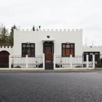 Little White Castle, hotel near Reykjavík Keflavík Airport - KEF, Keflavík