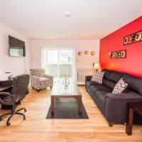 Comfy King Bed, WiFi, 4K Cable TV, Business, Family, Insurance Friendly, hotel in Arlington Heights