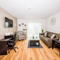 Perfect Getaway, Comfy King Bed, Fast WiFi, Smart Cable TV, Insurance Friendly, hotel in Arlington Heights