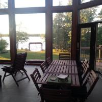 Birch Point Villa, hotel em Bobcaygeon