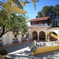 Beautiful 6p Holiday Home, 3 bedroom & 3 bathroom en-suite, hotel in Aigues