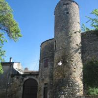 Petit appart dans dépendance château Salavas, hotel en Salavas