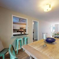 3 Bed 2 Bath Vacation home in West Tisbury, hotel near Martha's Vineyard Airport - MVY, West Tisbury