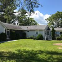 4 Bed 2 Bath Vacation home in Ossipee, hotel in Ossipee