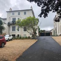 Wight On The Beach, Slps4, Stylish Apartment, Balcony with Sea Views, hotel in Ryde
