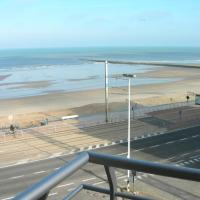 Studio apartment 'De Strandwandeling' with frontal sea view near Ostend