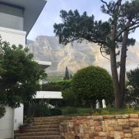 Table Mountain guest cottage with private garden, hotel in Oranjezicht, Cape Town